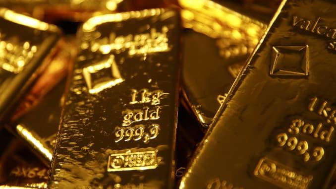 Tanda denda 999,9 terletak di atas batangan emas batangan seberat satu kilogram di kilang logam mulia Valcambi SA di Lugano, Swiss, pada 24 April 2018