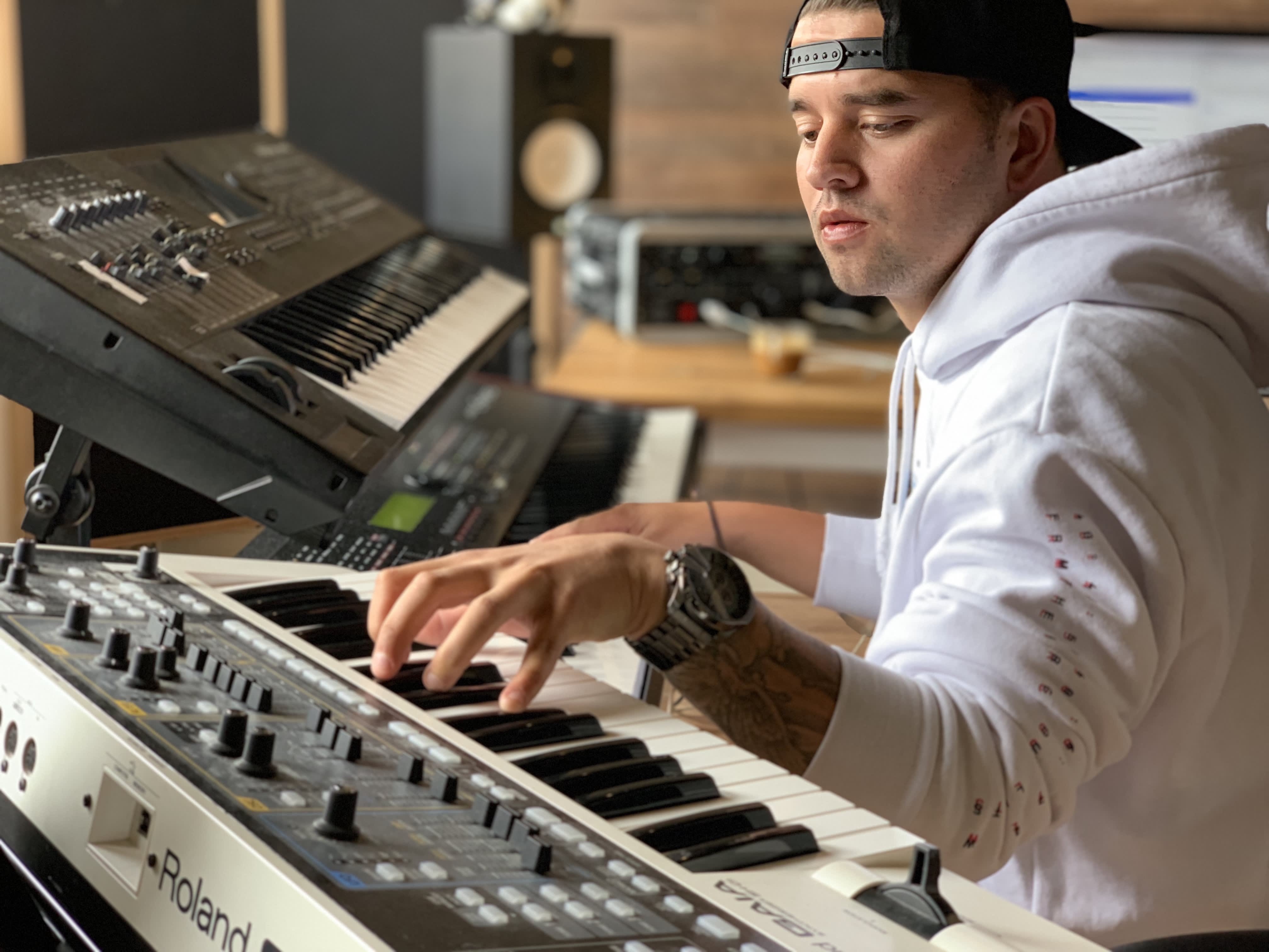 Selling your original melodic beats online can proffer $100K a year in your pocket