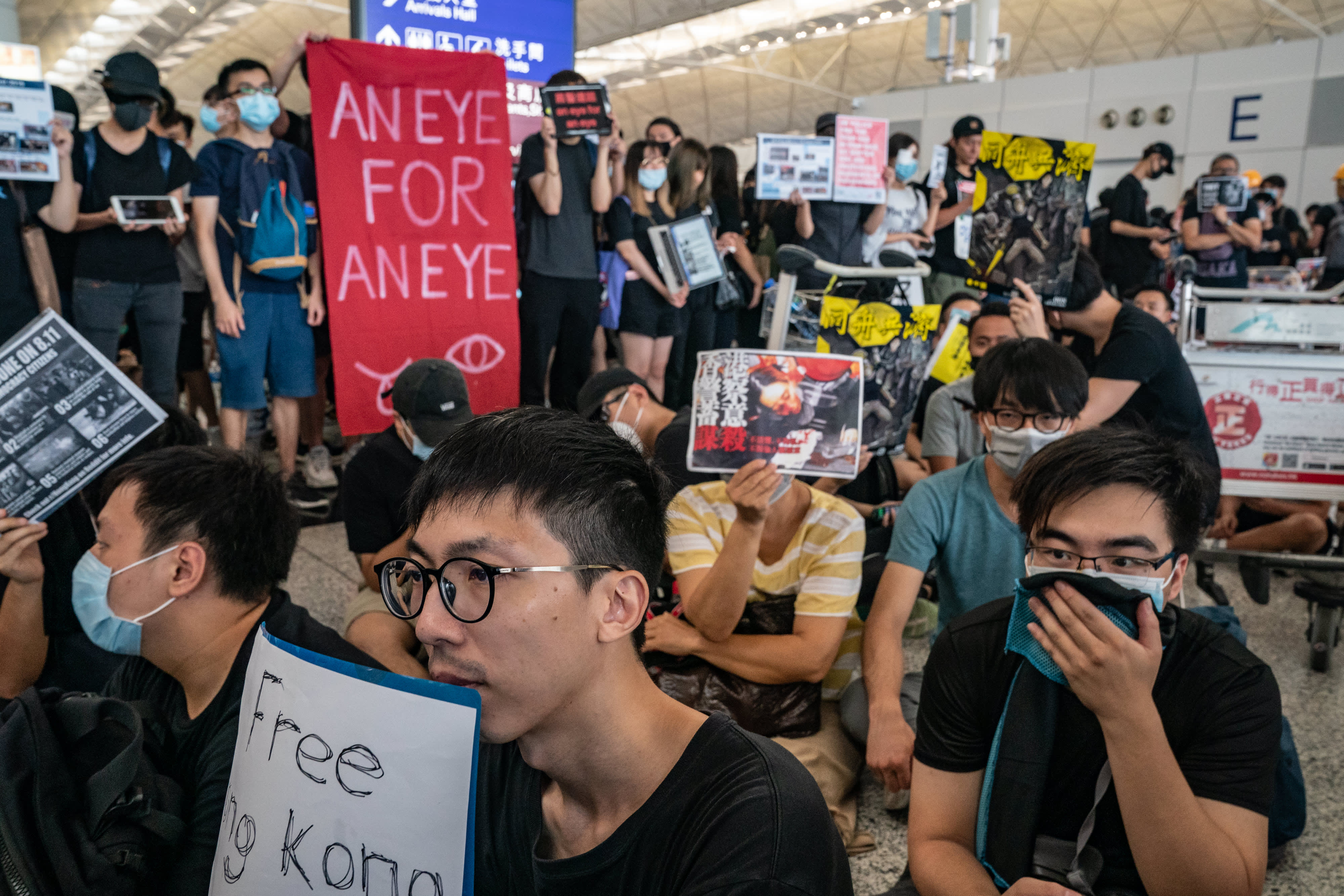 Hong Kong airport cancels all flights for the remainder of the day due to protests