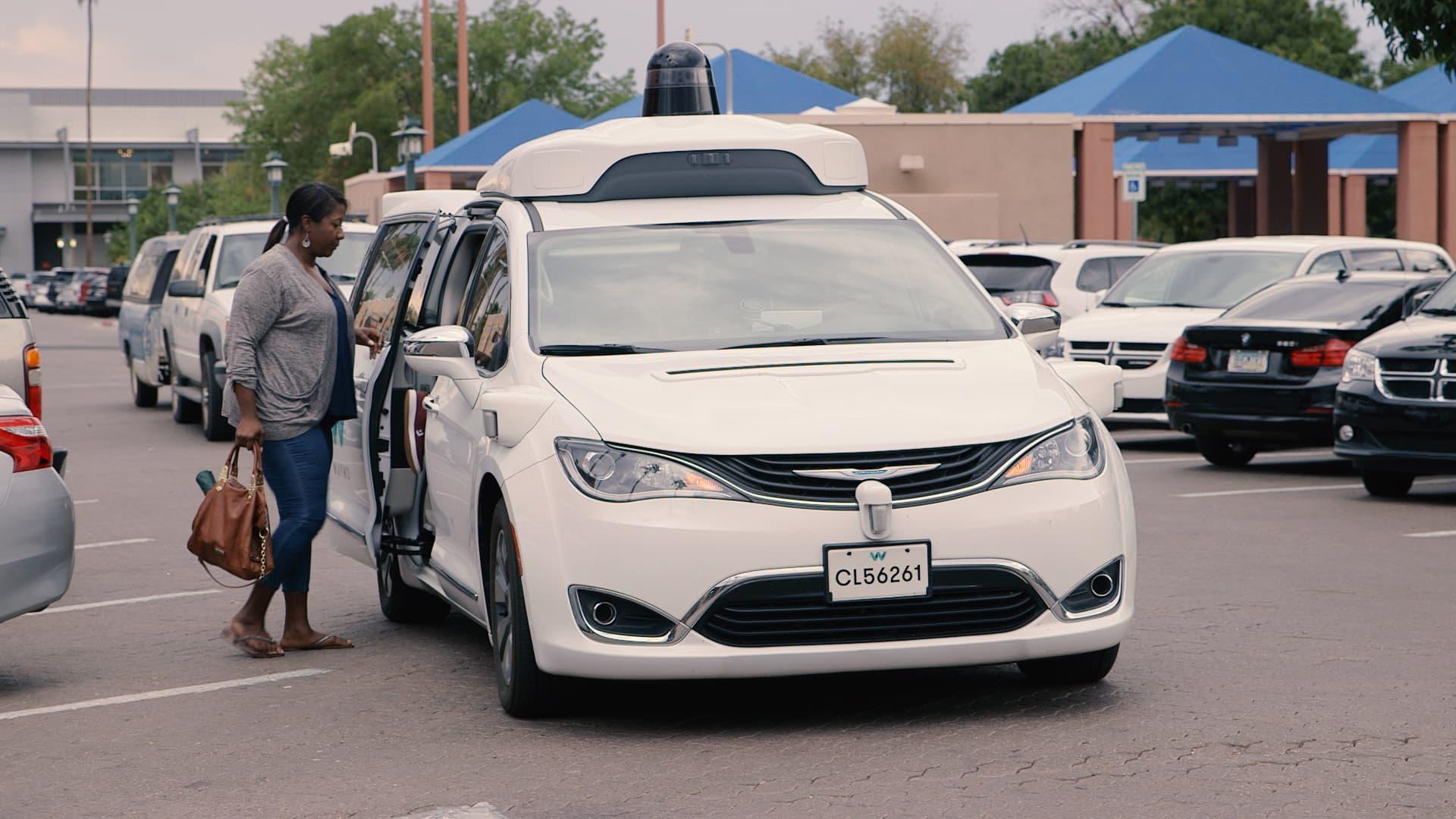 Alphabet Waymo self-driving tech needs more humans