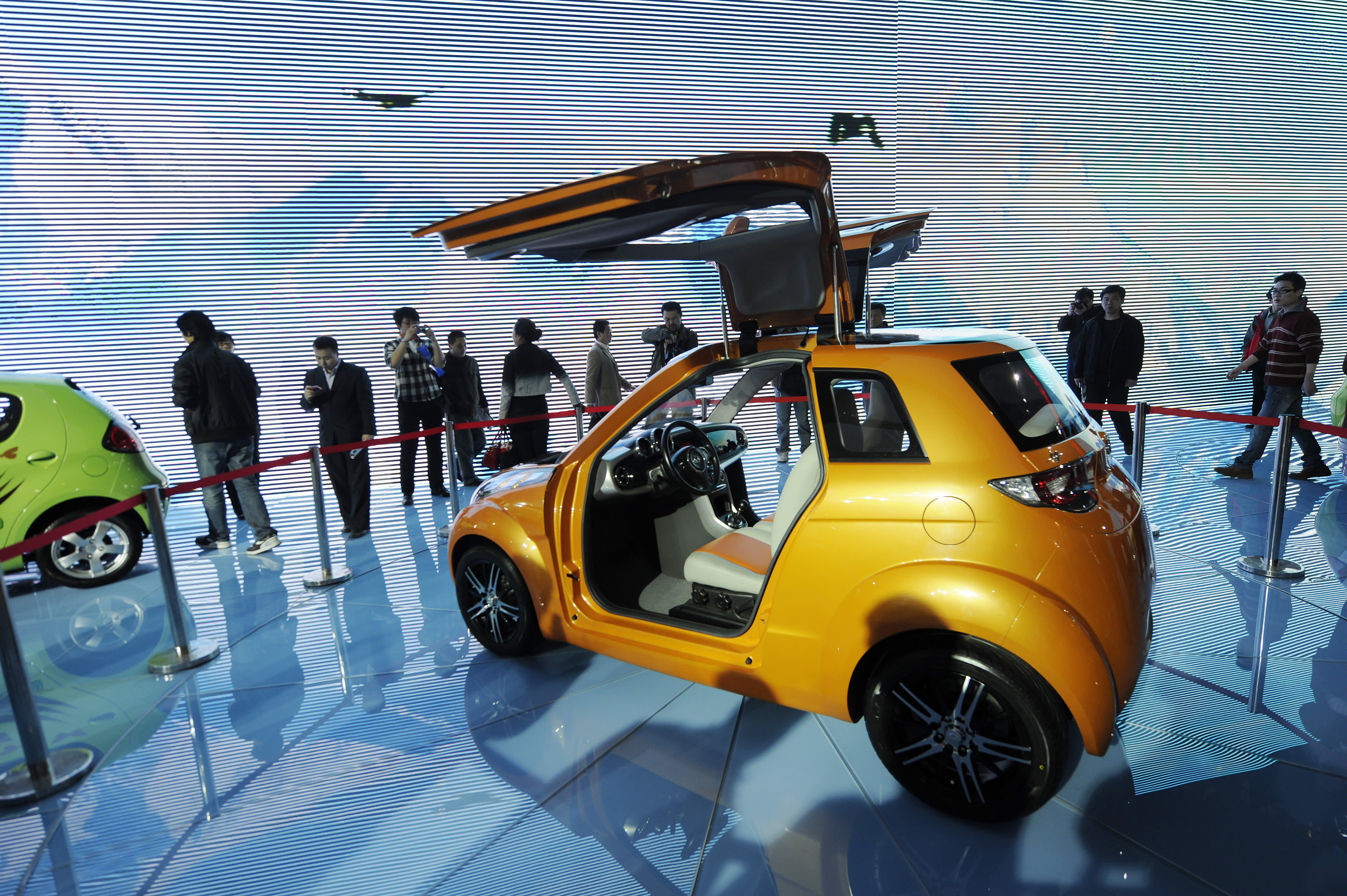 Chinese car maker Geely says first-half profit drops 40%