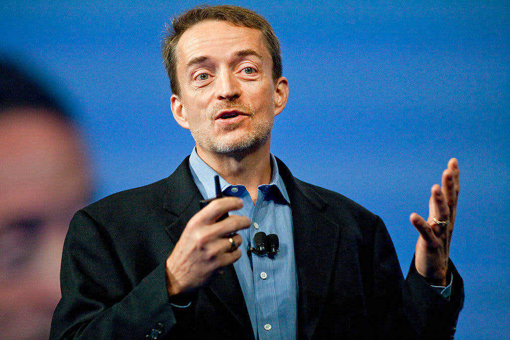 VMware adjusts for a 'two trading-bloc world' due to US-China trade war, says CEO