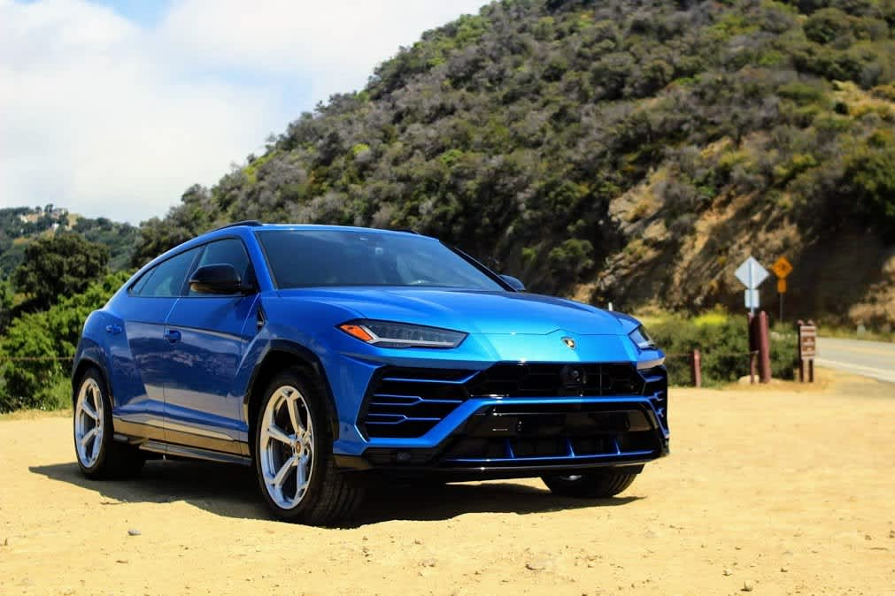 Review The 2019 Lamborghini Urus is a $200,000 fire