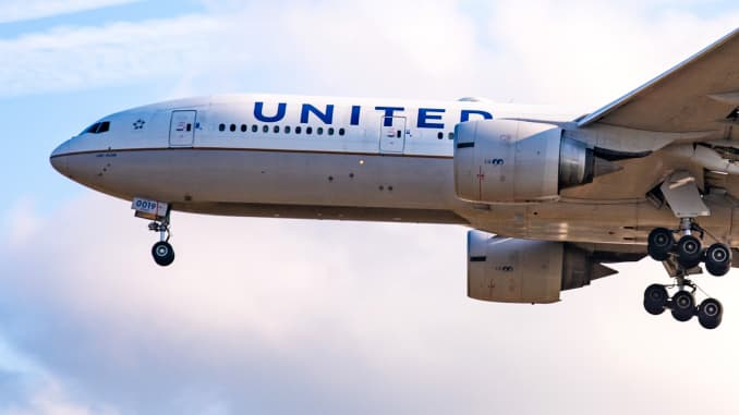 A United Airlines Boeing 777-200 aircraft