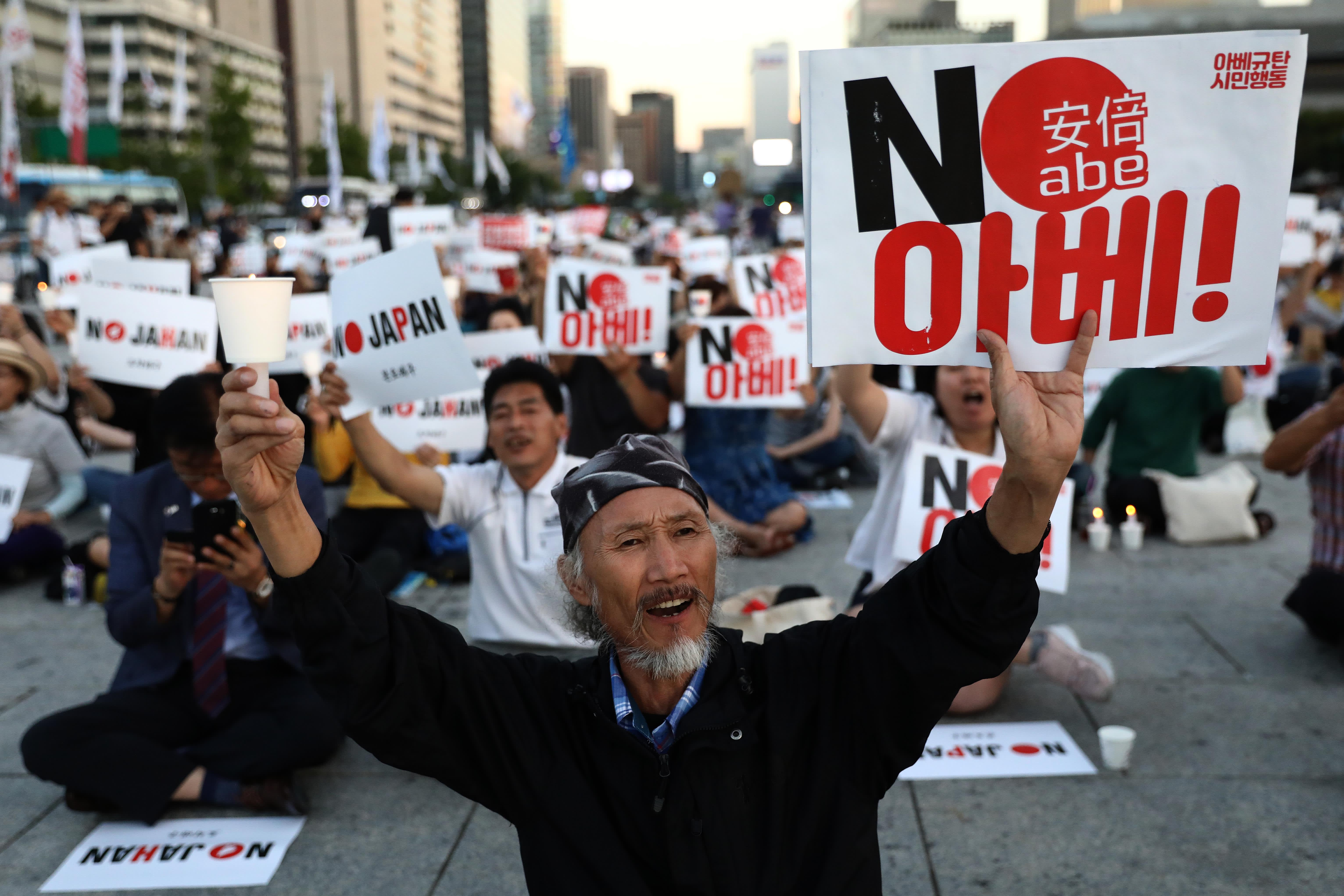 South Korea and Japan seek to resolve trade dispute, amid dim economic outlook