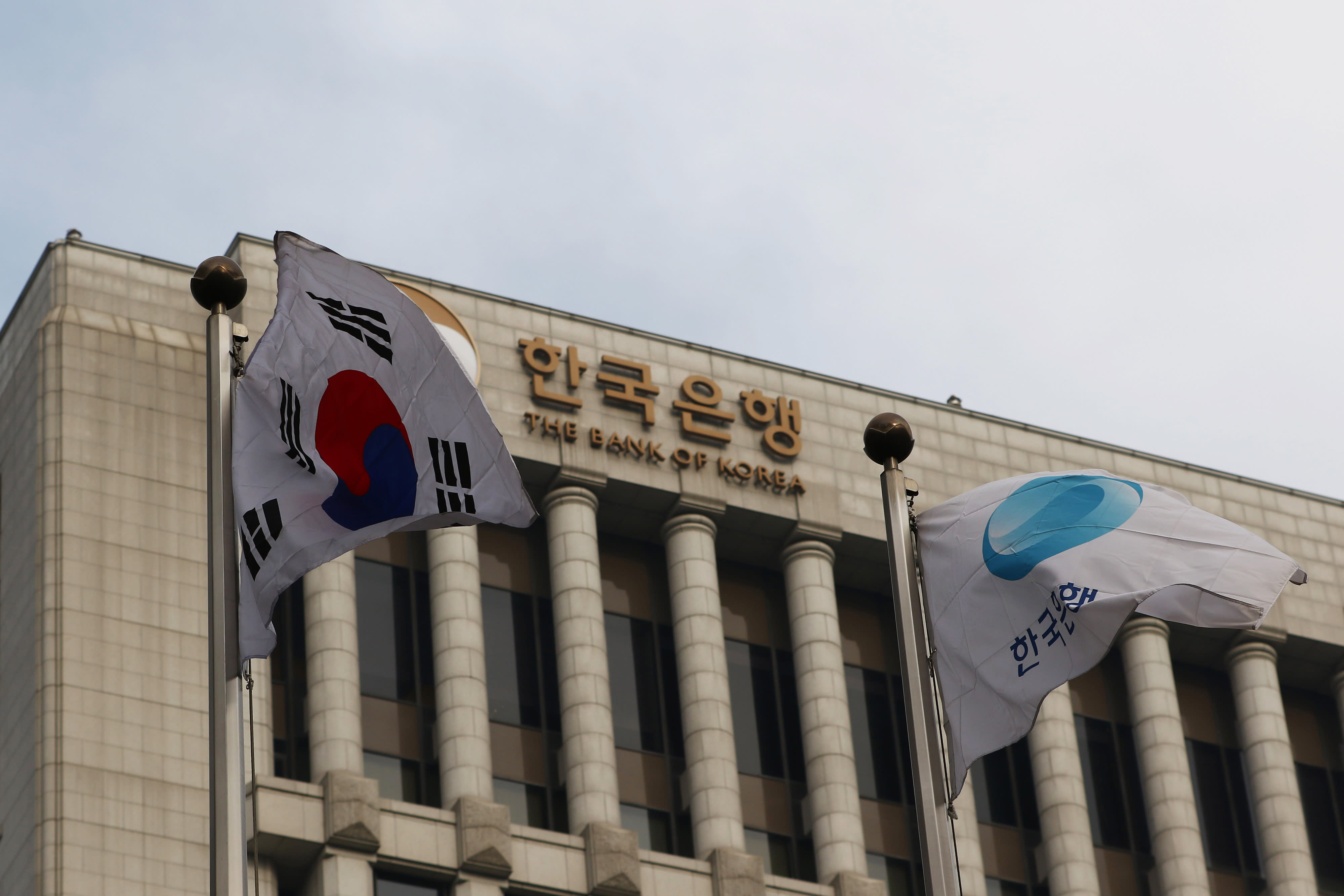 South Korea proposes aggressive spending as economy faces growing risks