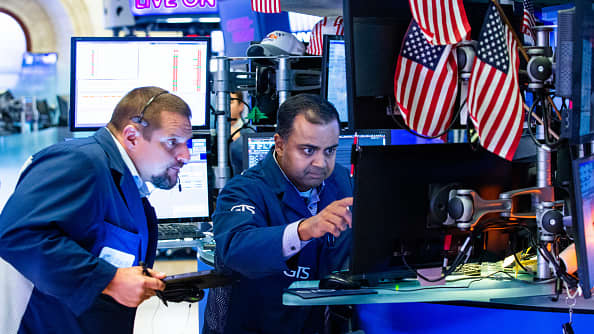 US futures point to slightly lower open