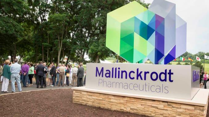 Opioid maker Mallinckrodt reaches tentative deal to settle