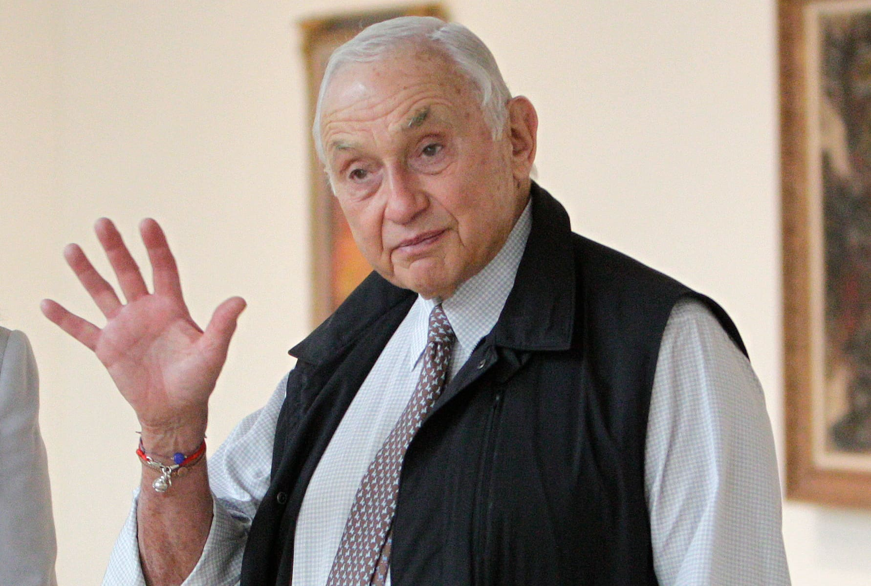 L Brands CEO Les Wexner: I'm 'embarrassed' that 'depraved' Jeffrey Epstein took advantage of me