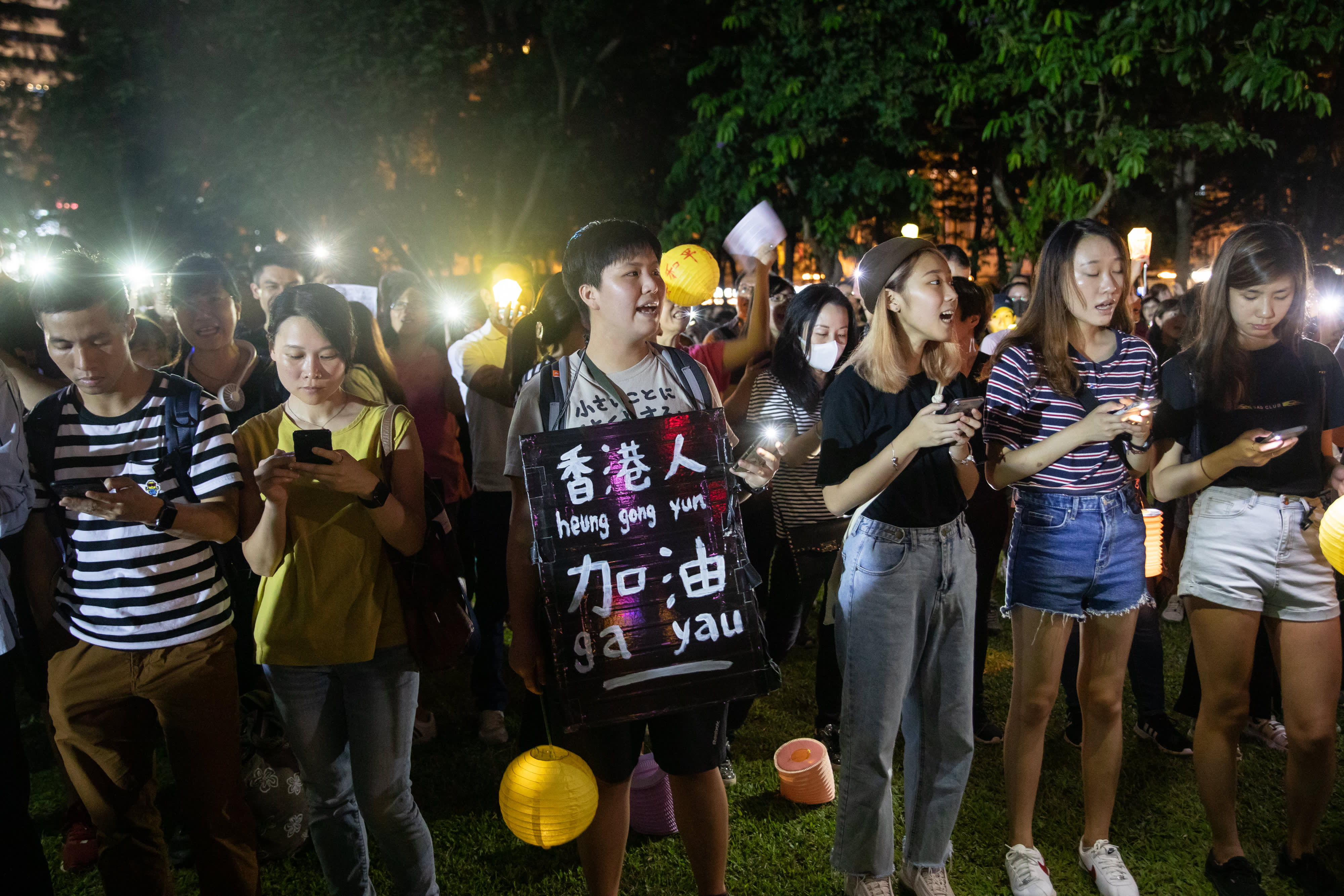 Hong Kong protesters plan mall sit-ins, gathering outside British consulate