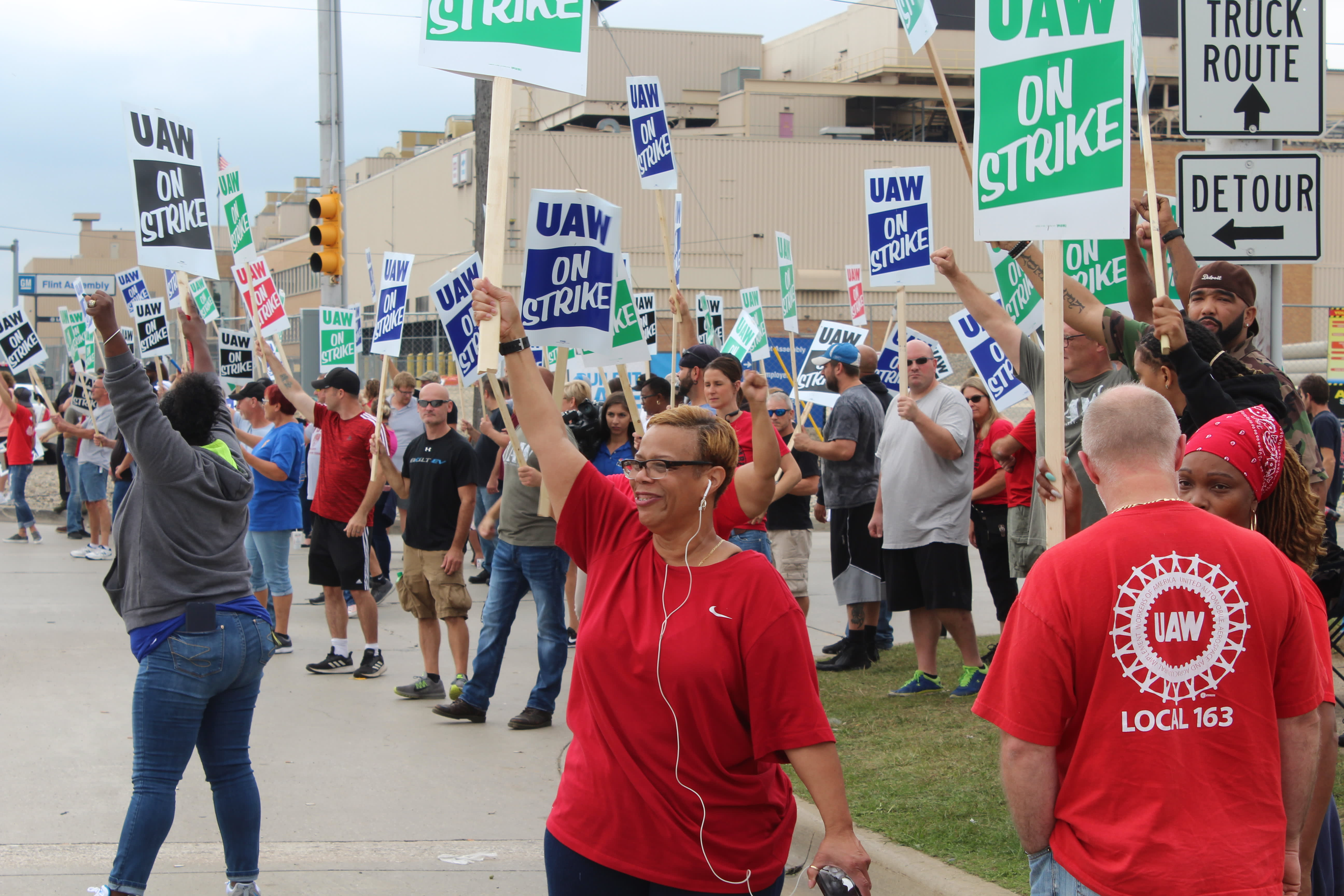 GM to temporarily lay off 1,200 workers in Canada due to slowdown at US plants during UAW strike