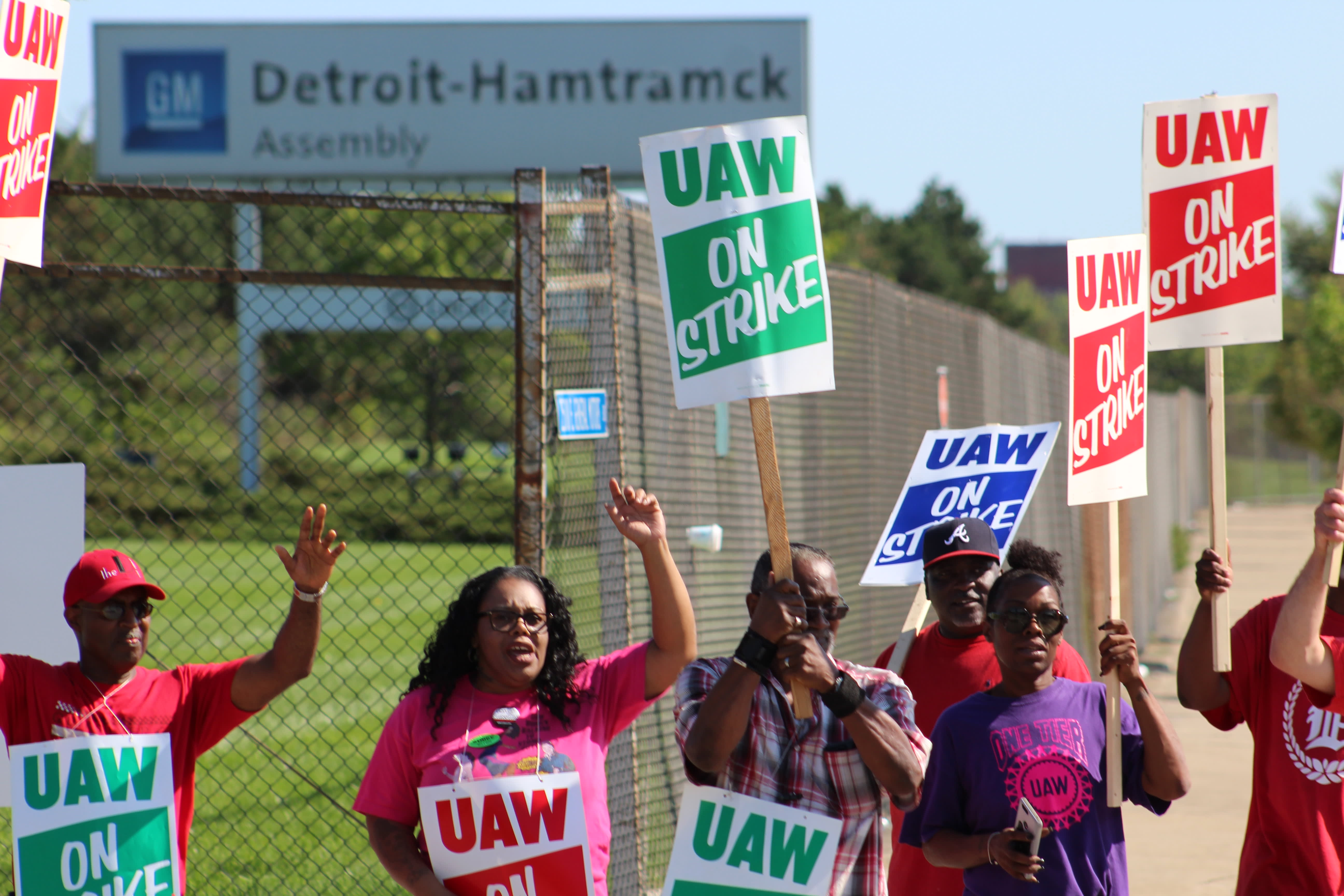 UAW leader: 'Some progress' has been made on contract talks as GM strike continues