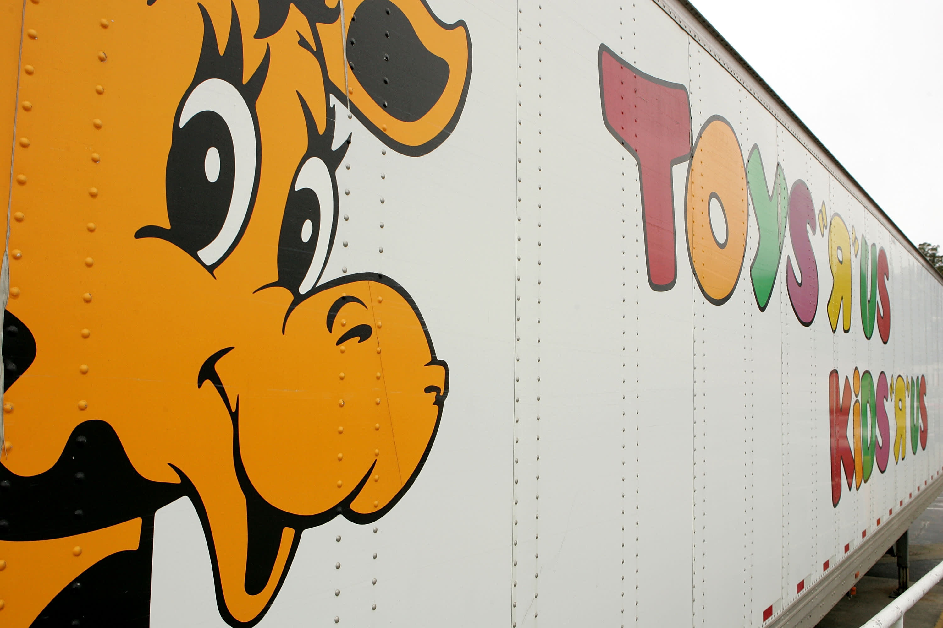 Toys R Us has a new owner that's planning to open stores again in the U.S. – CNBC