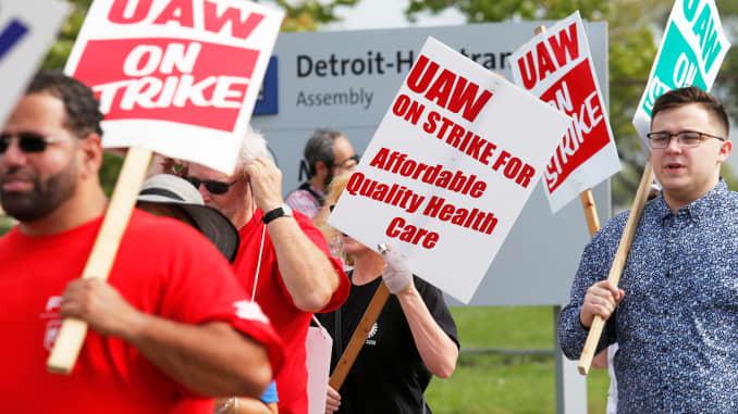 RT: UAW General Motors on strike 190922