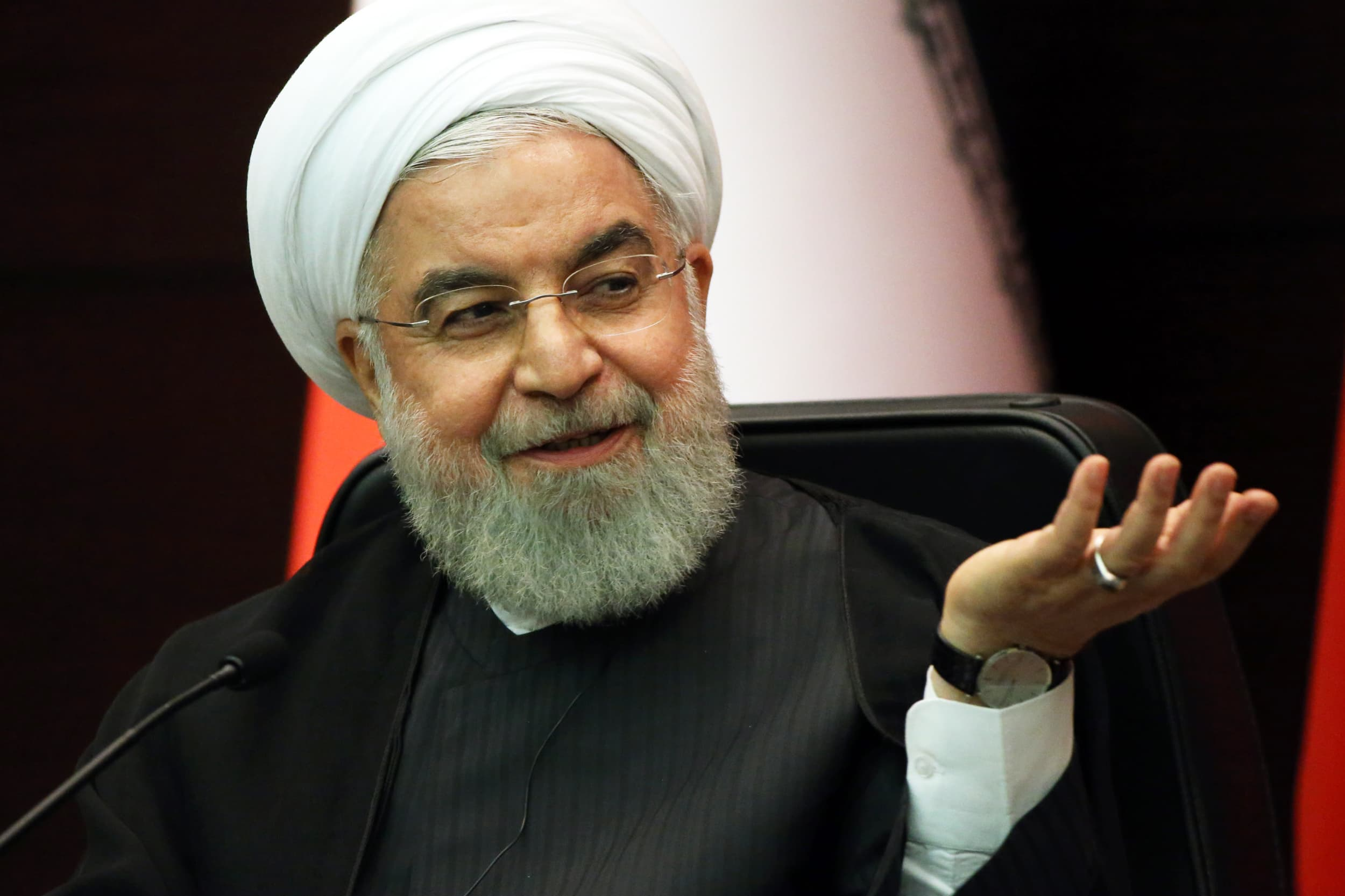 US slaps sanctions on Iran's biggest airline and shipping group
