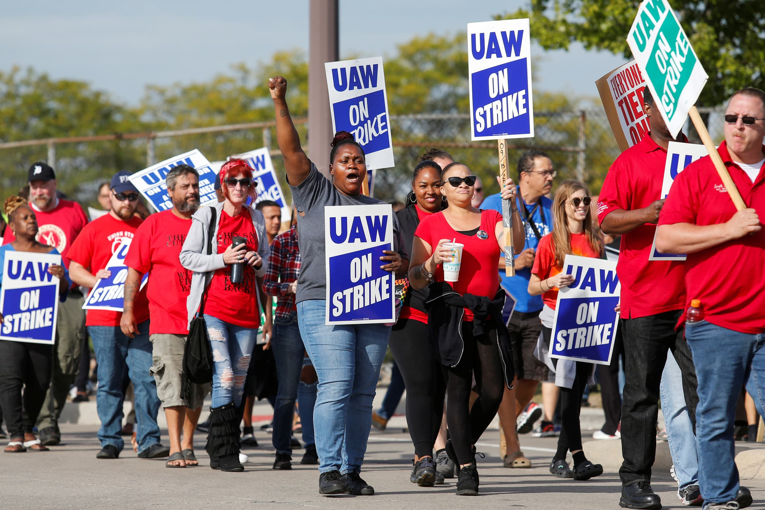UAW says GM labor talks 'have taken a turn for the worse'