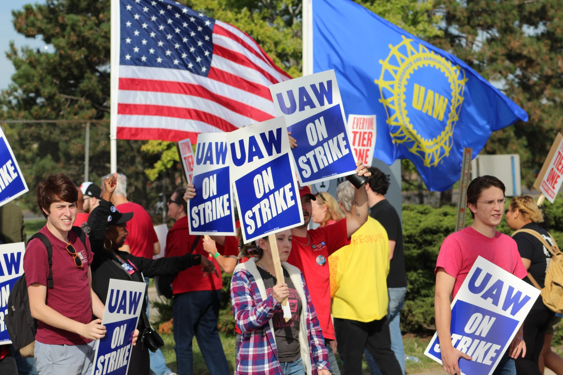 CNBC: UAW members picket GM Detroit Hamtramck