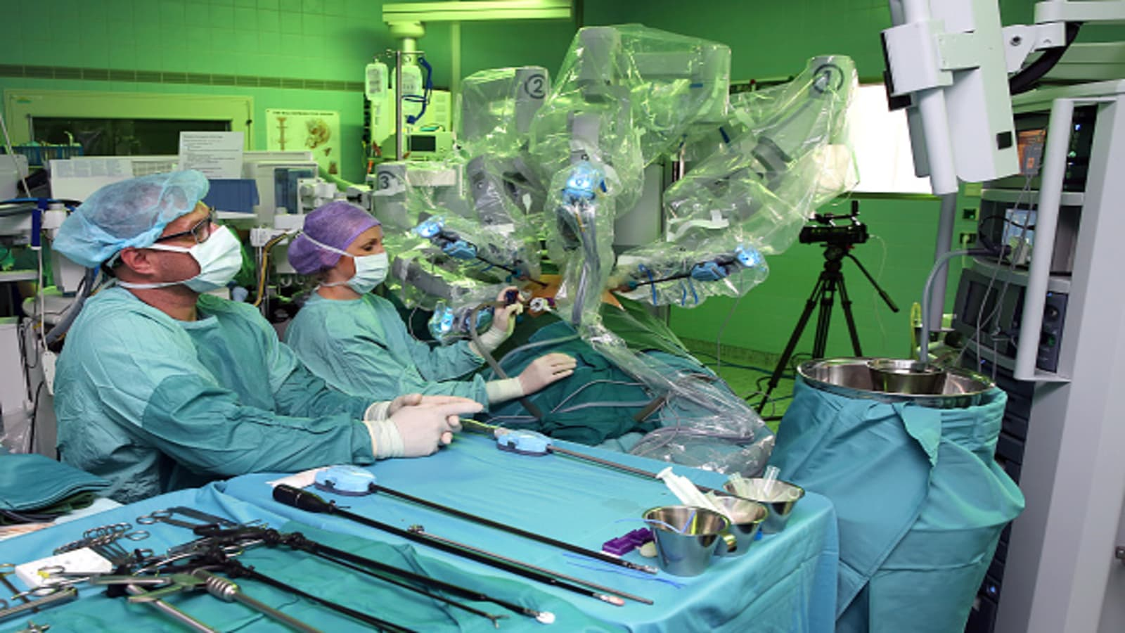 Doctors Are Watching Surgical Procedures On Youtube