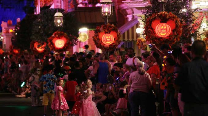 GP: Florida theme parks building bigger, longer Halloween celebrations