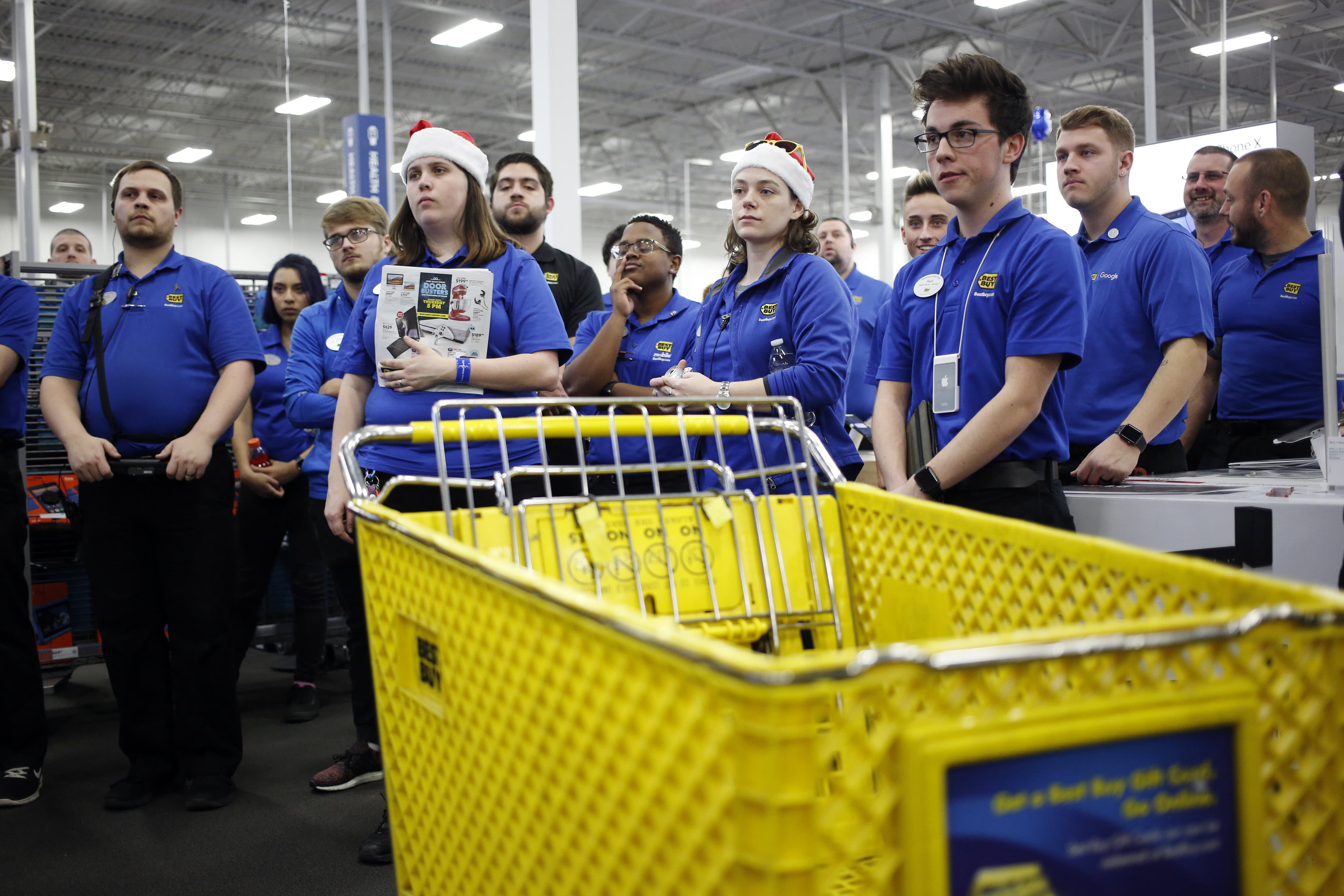 Best Buy kicks off holiday season hiring with fairs across the country