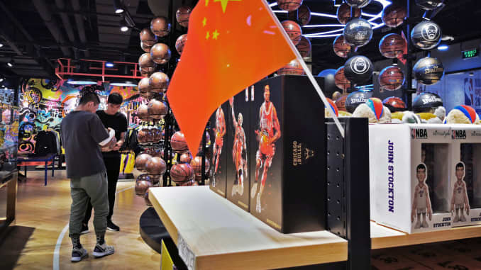 GP: Chinese flag in NBA store in China 191009