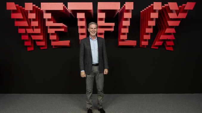 Giám đốc điều hành của Netflix, Reed Hastings, tham dự thảm đỏ trong bữa tiệc giới thiệu Netflix tại Invernadero del Palacio de Cristal de la Arganzuela vào ngày 4 tháng 4 năm 2019 ở Madrid, Tây Ban Nha.