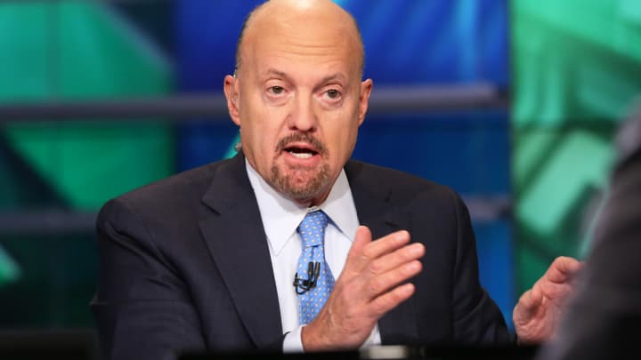 Jim Cramer on Apple's technology: 'It makes life very easy'