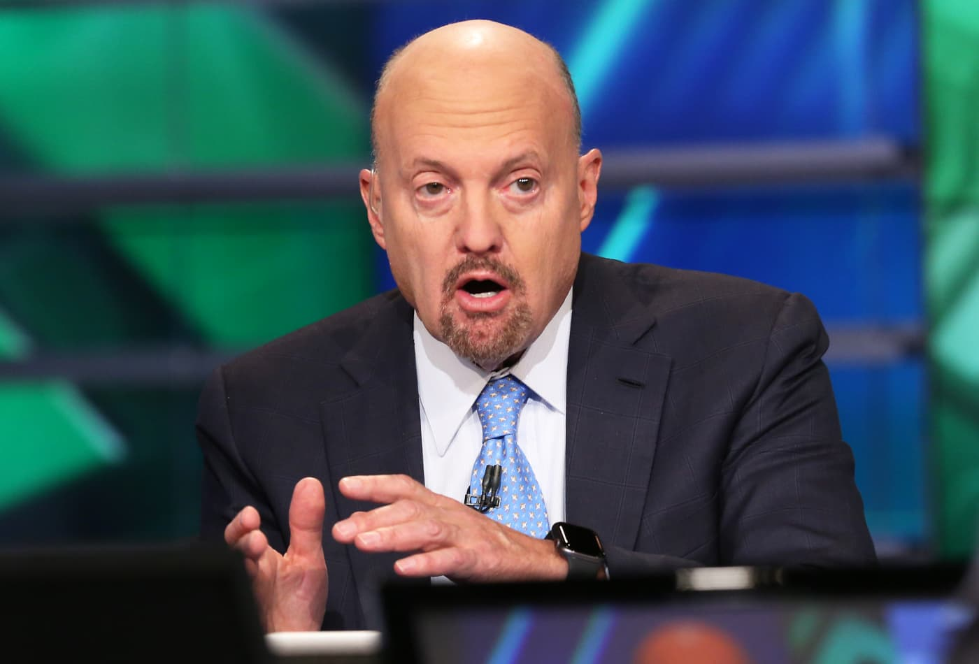 Cramer reacts to Cathie Wood's comments that tech pullback is unconcerning