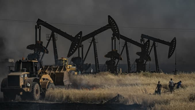 GP: Syrian oil field TOPSHOT-SYRIA-CONFLICT-KURDS-WHEAT-FIRE-AGRICULTURE