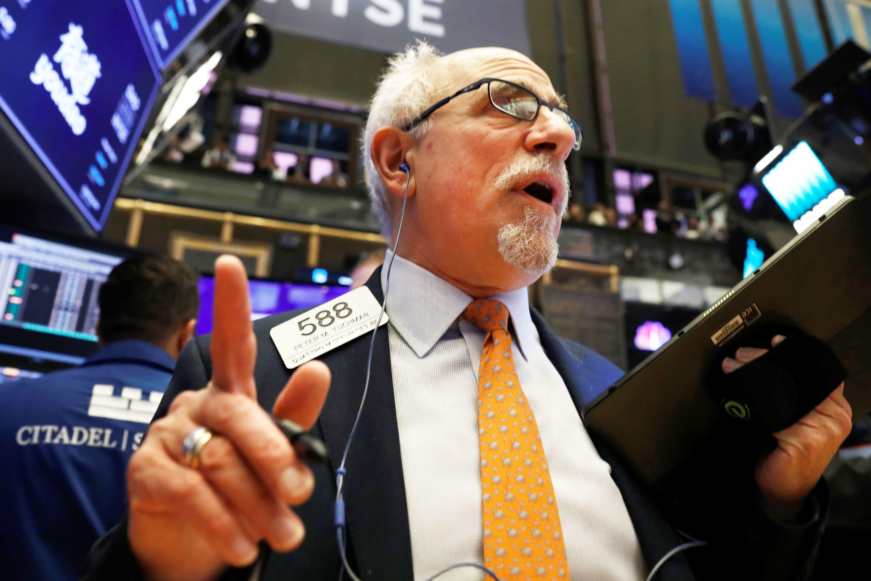 S&P 500 ekes out record close despite Cisco and Walmart losses