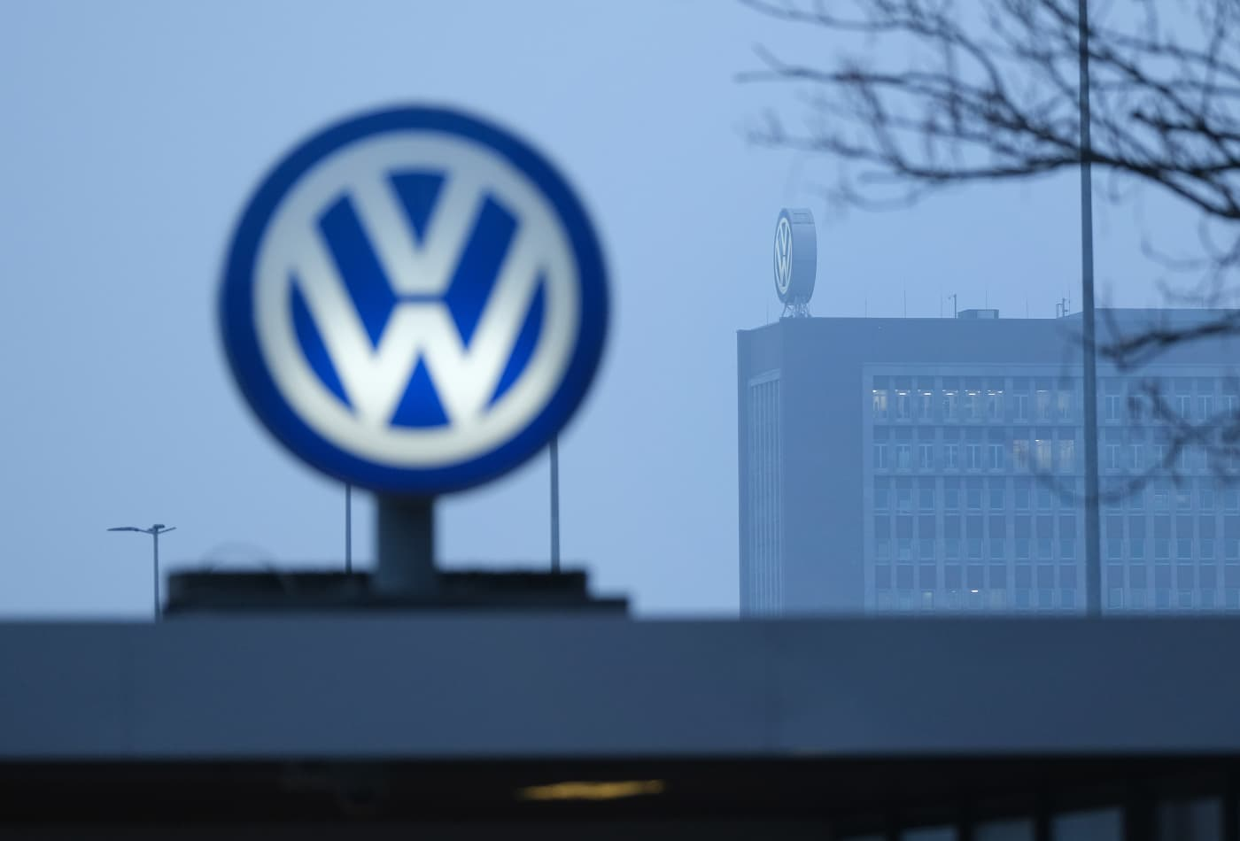 Volkswagen sets up autonomous driving subsidiary, plans Silicon Valley site next year