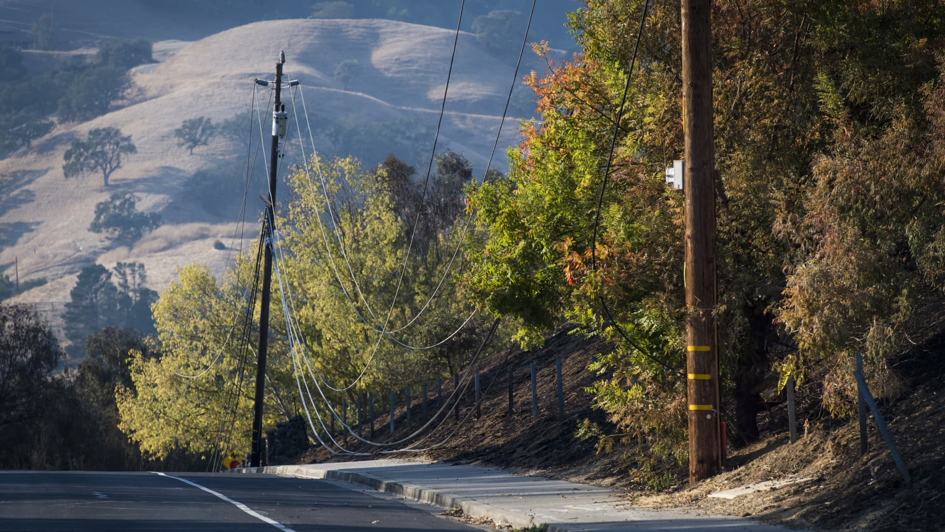 Fallen power lines touch the ground on Camino Diablo road in Lafayette, California, U.S., on Monday, Oct. 28, 2019.