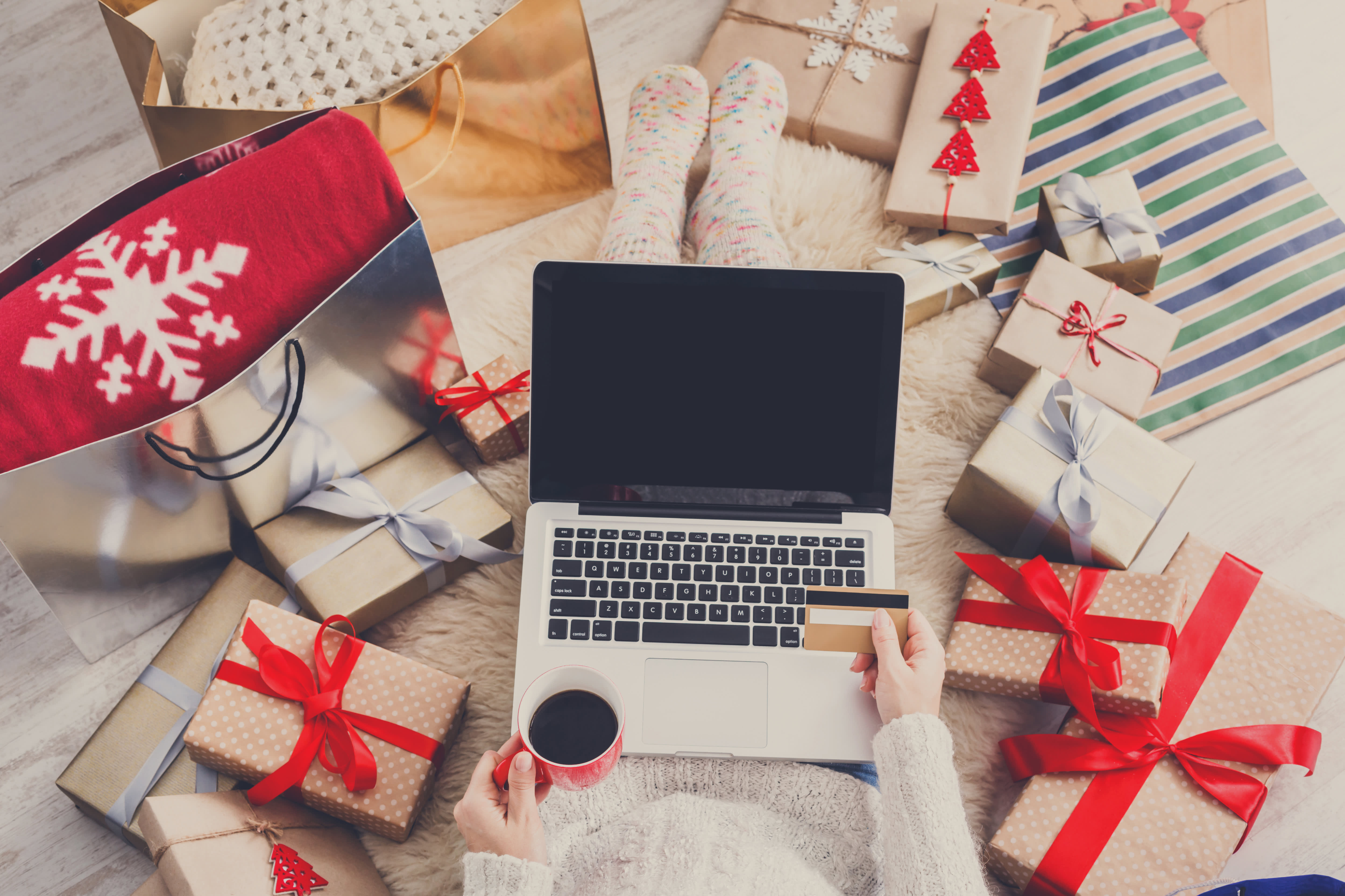 How to use credit card rewards to do all your holiday shopping
