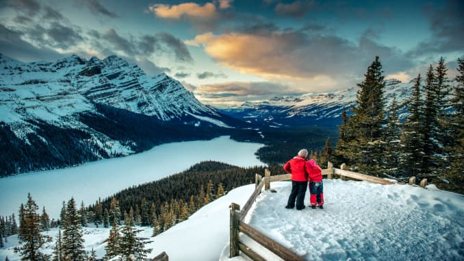 GP: Mother and Daughter enjoying Banff National Park in Winter