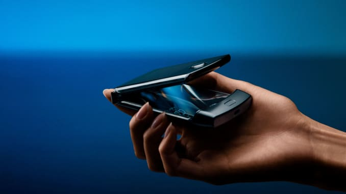 CNBC Tech: Motorola RAZR with folding display 4