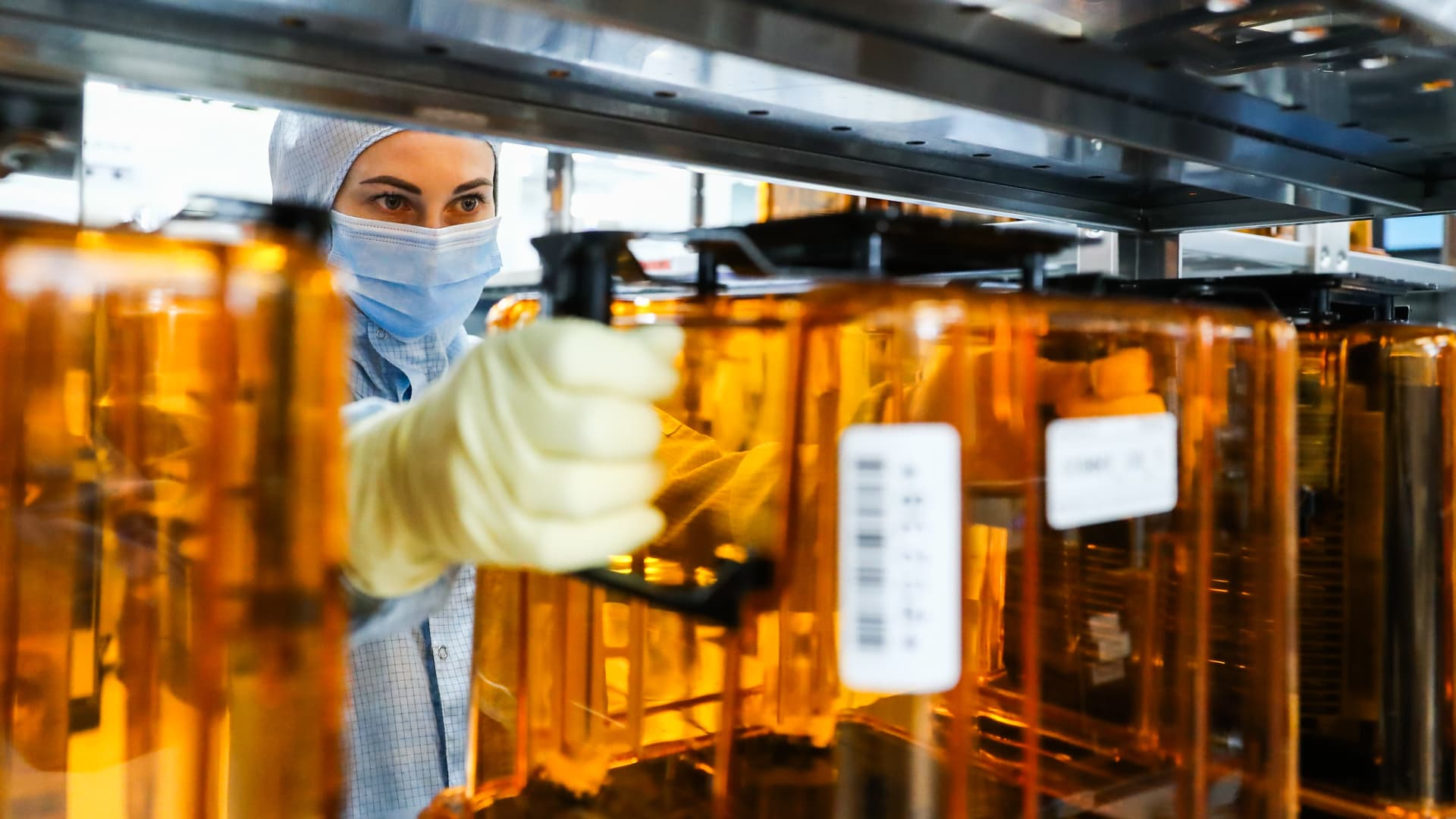 A worker at the photolithography section of a semiconductor plant of the Mikron Group in Zelenograd, Moscow.