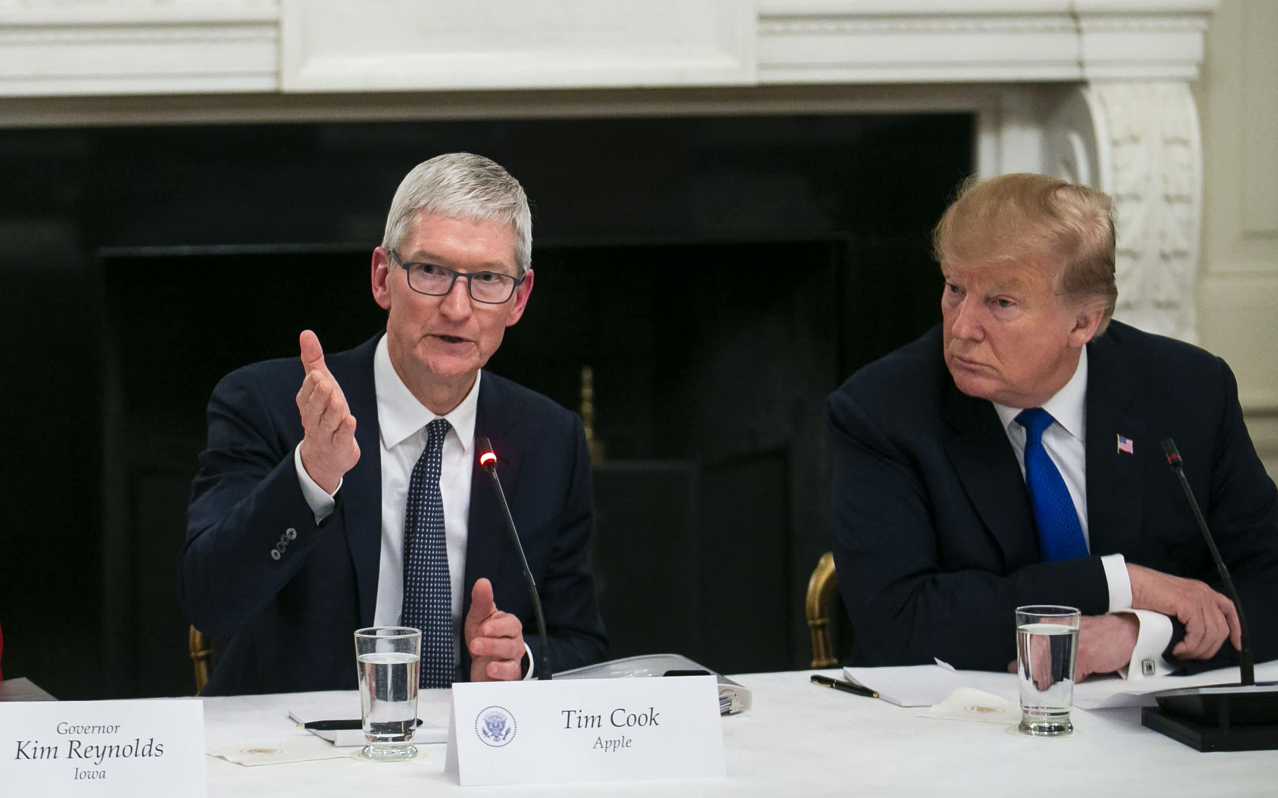 Apple Ceo Tim Cook 2019 Compensation Dropped From 2018