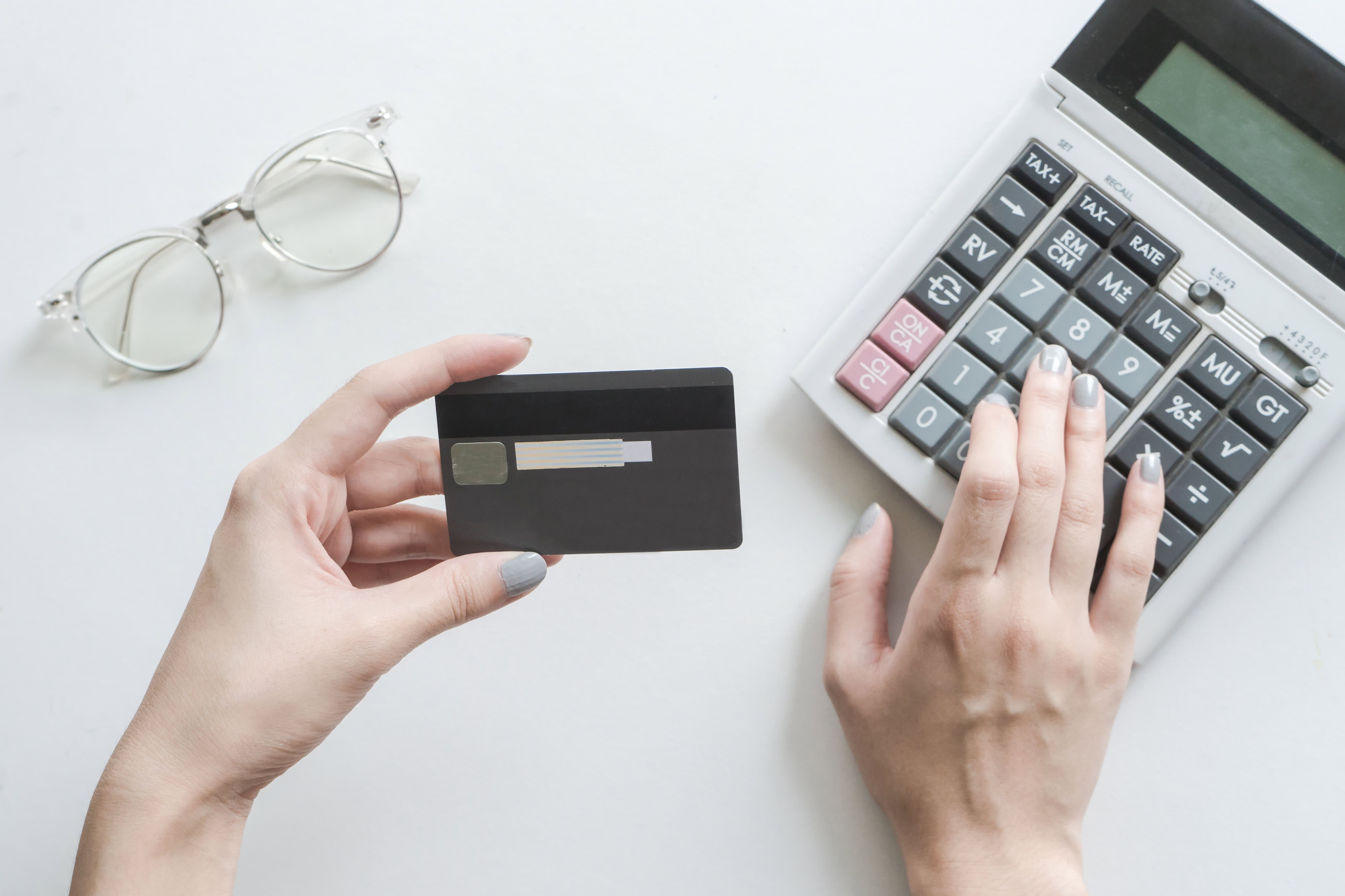 When is it worthwhile to pay an annual fee for a credit card?