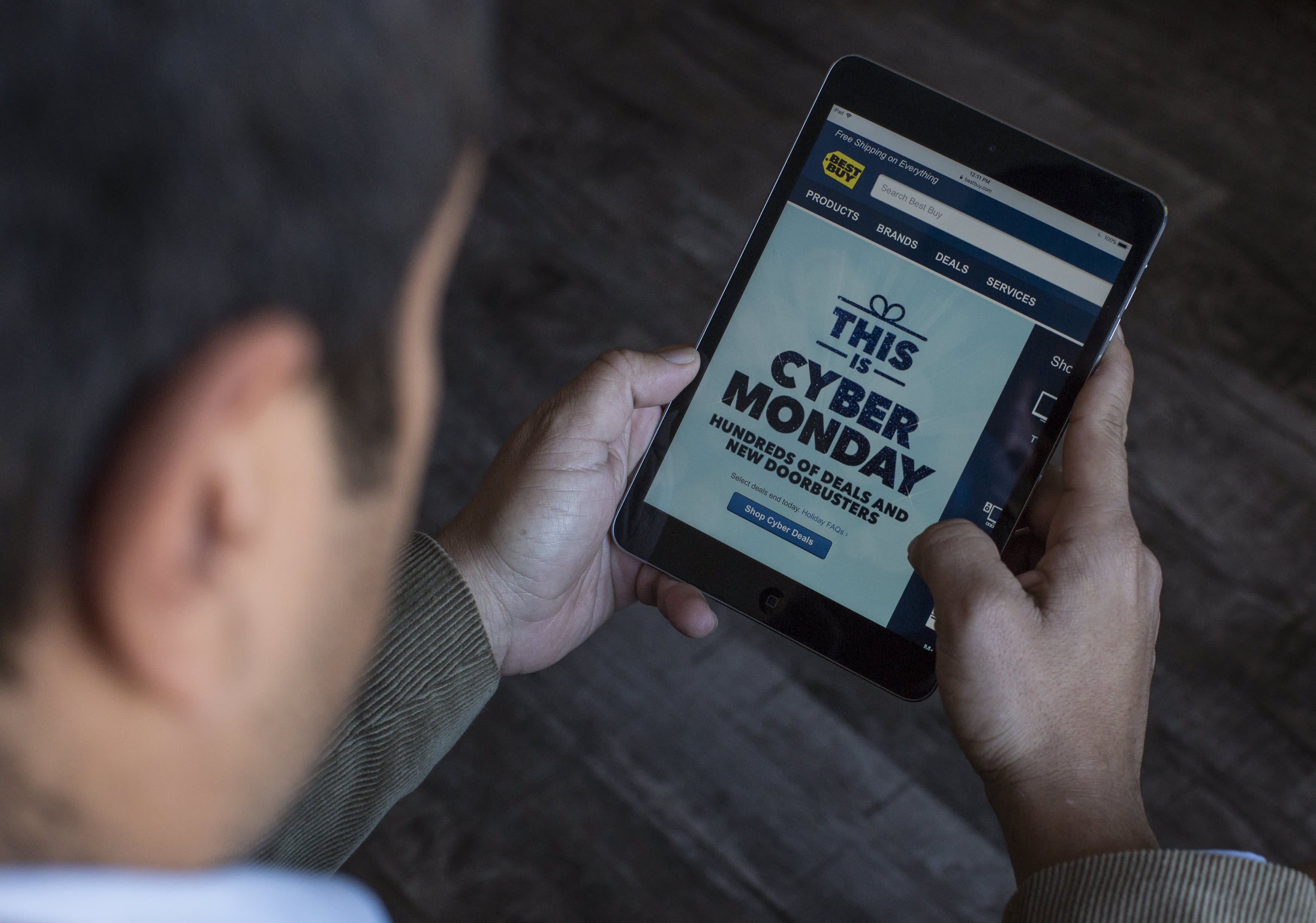 Manufacturing data, online retail sales, December trading begins: 3 things to watch for Monday