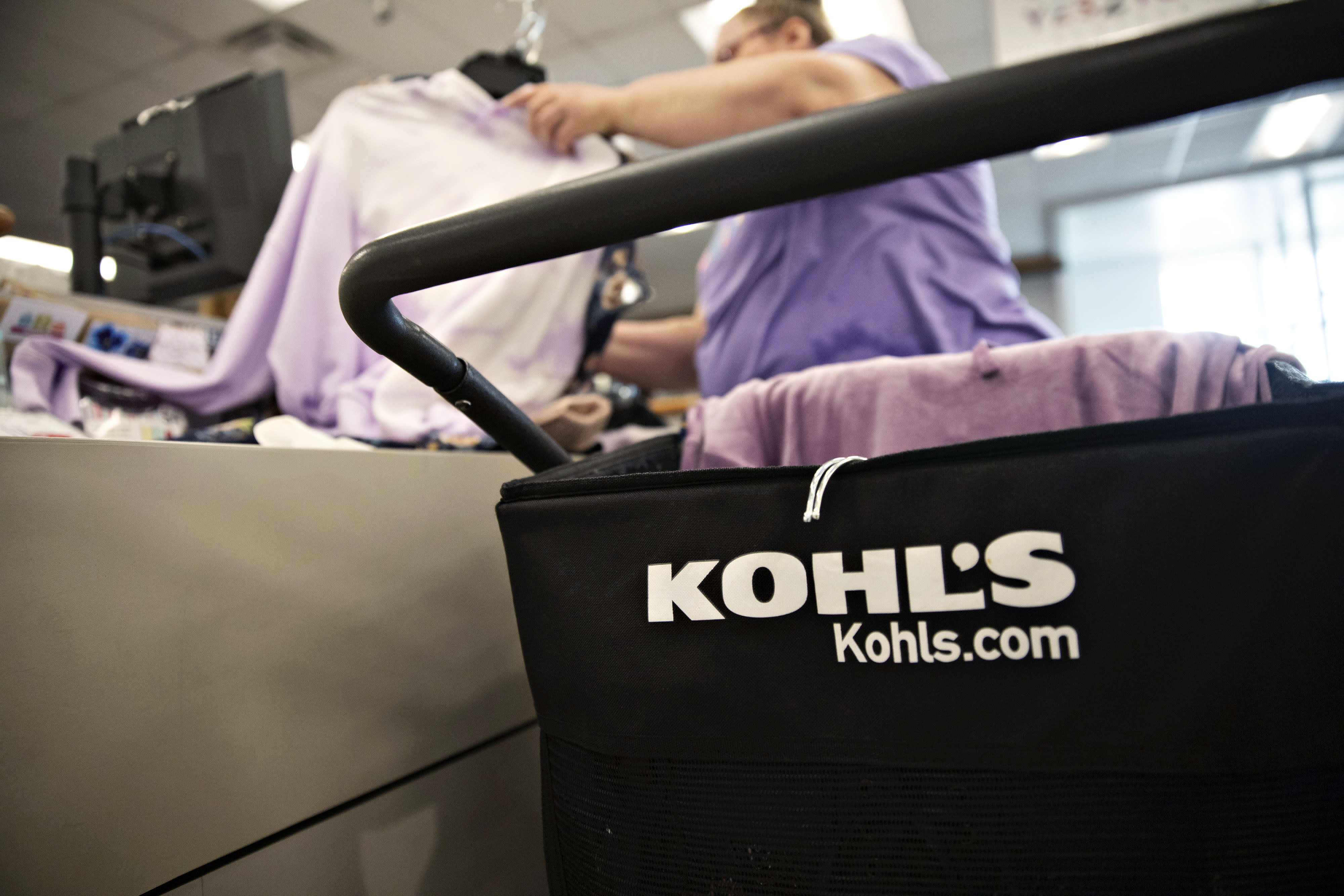 Retailers such as Kohl's are 'in trouble' without better digital presence or bargains, Jim Cramer says