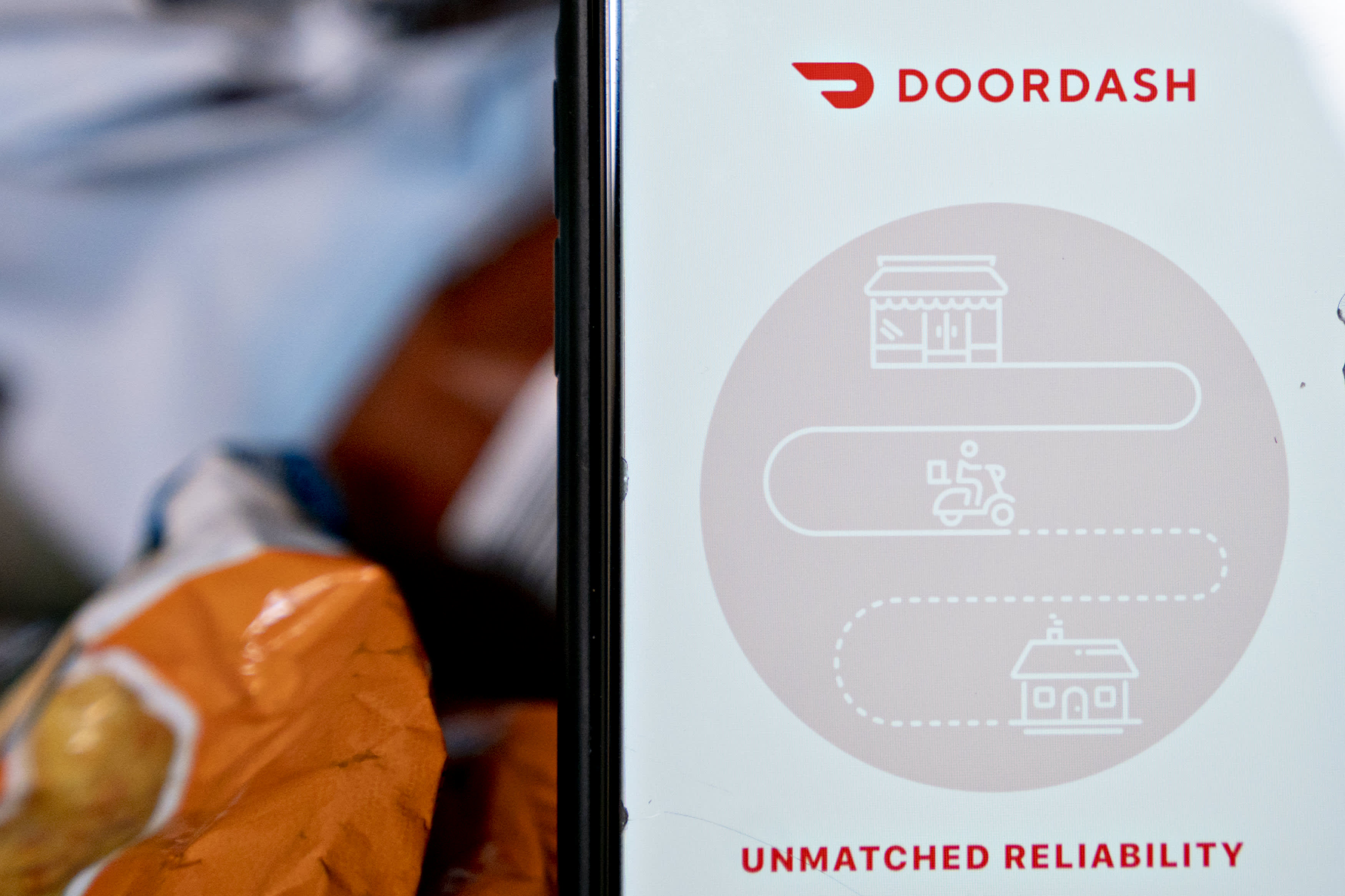 DoorDash continues to lead in the food delivery wars