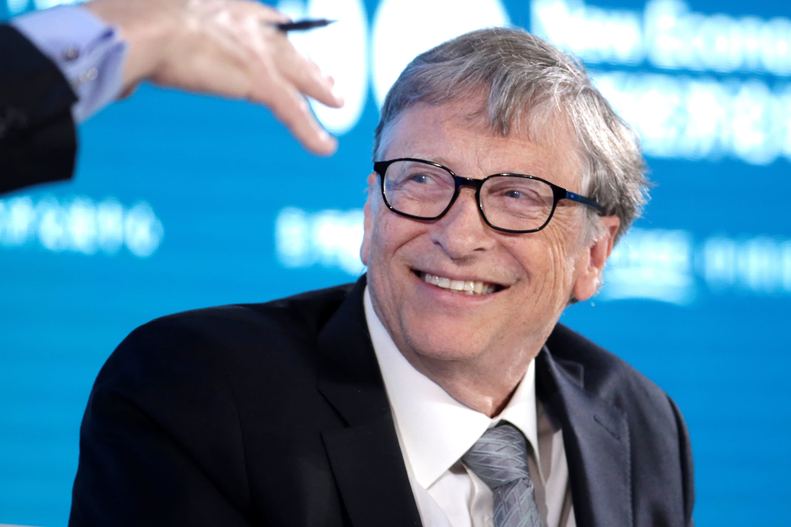 Bill Gates says the US missed its chance to avoid coronavirus shutdown and businesses should stay closed