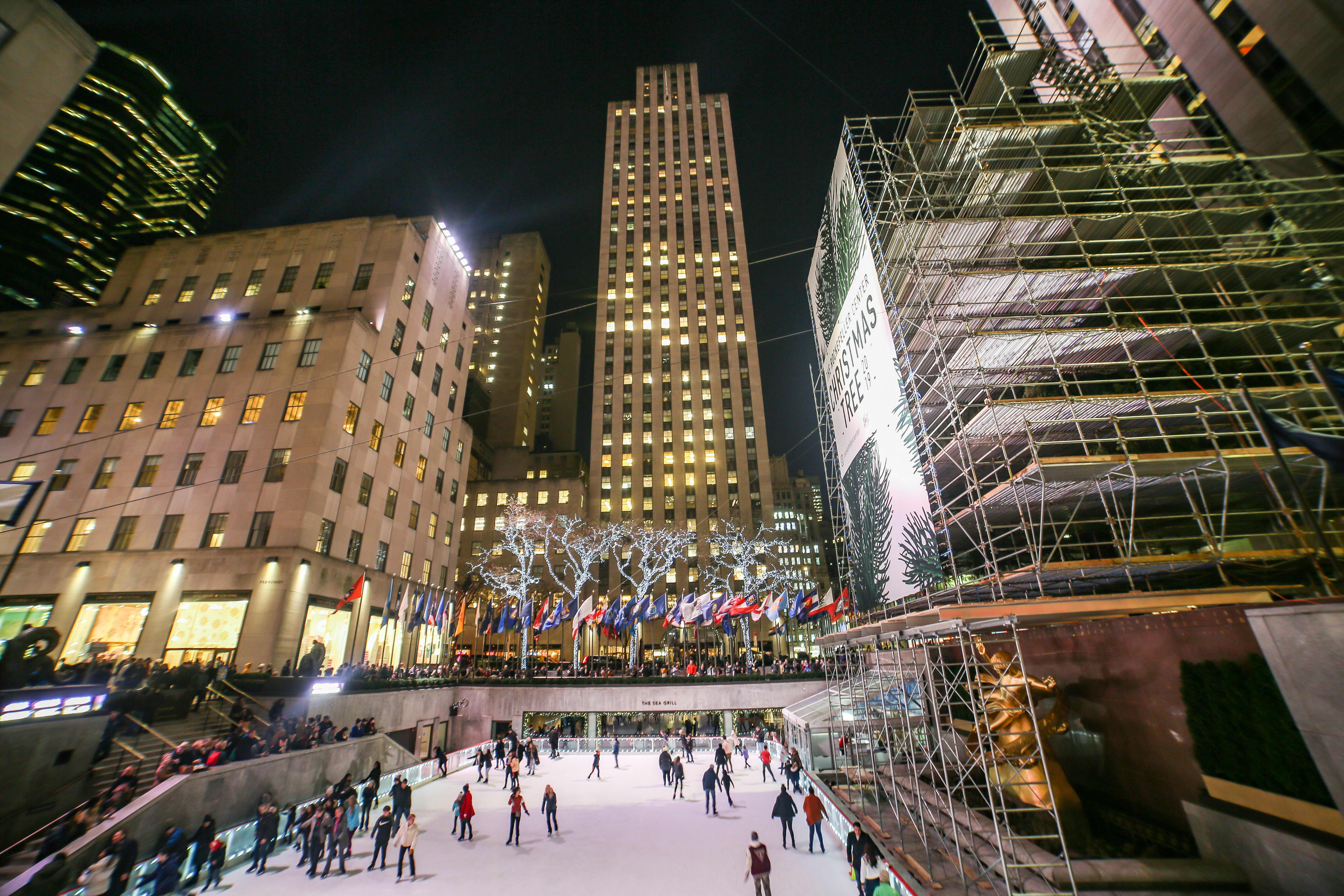 Mayor de Blasio announces streets to partially close near Rock Center for 'historic' pedestrian holiday space