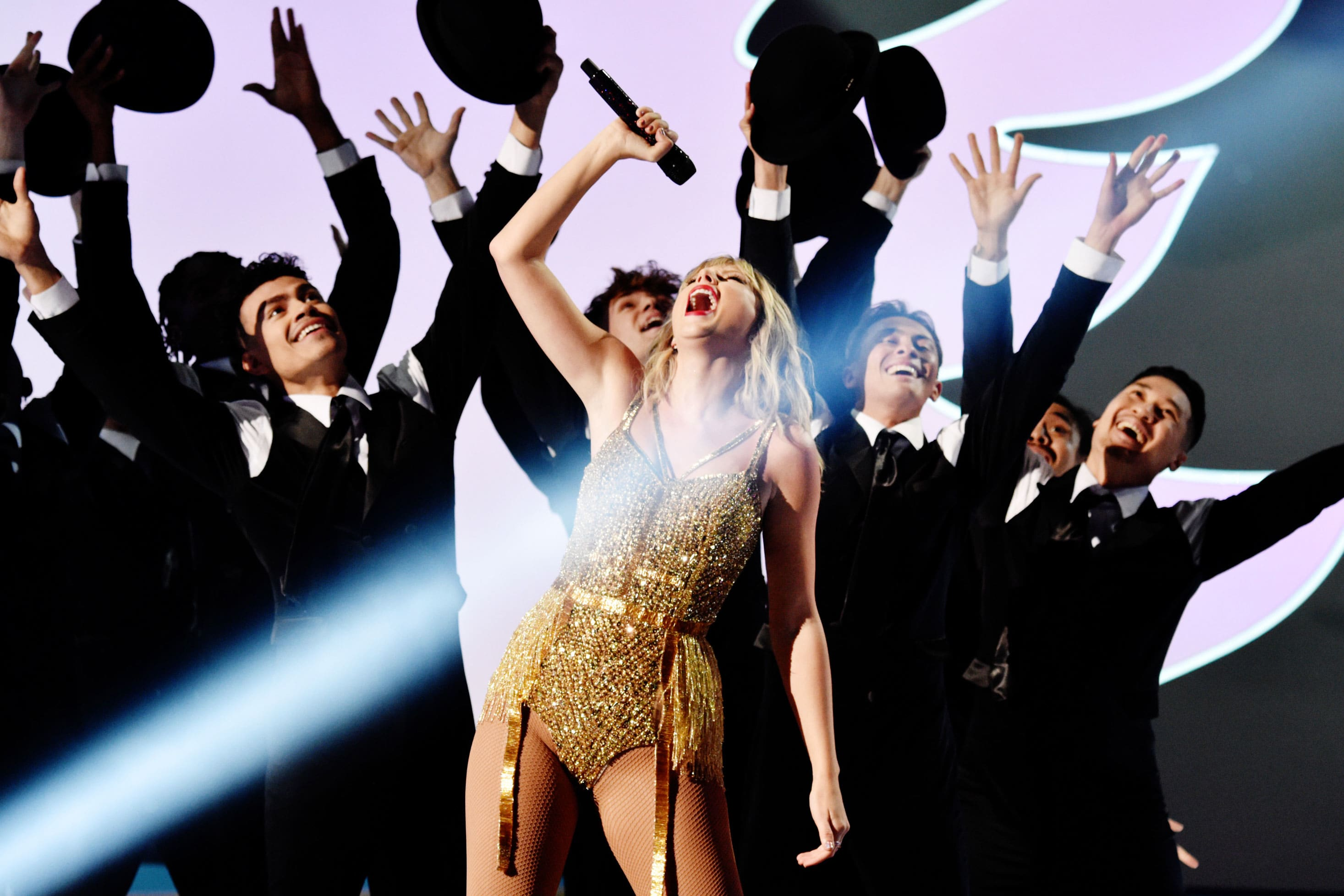 Taylor Swift Performs Old Songs During American Music Awards