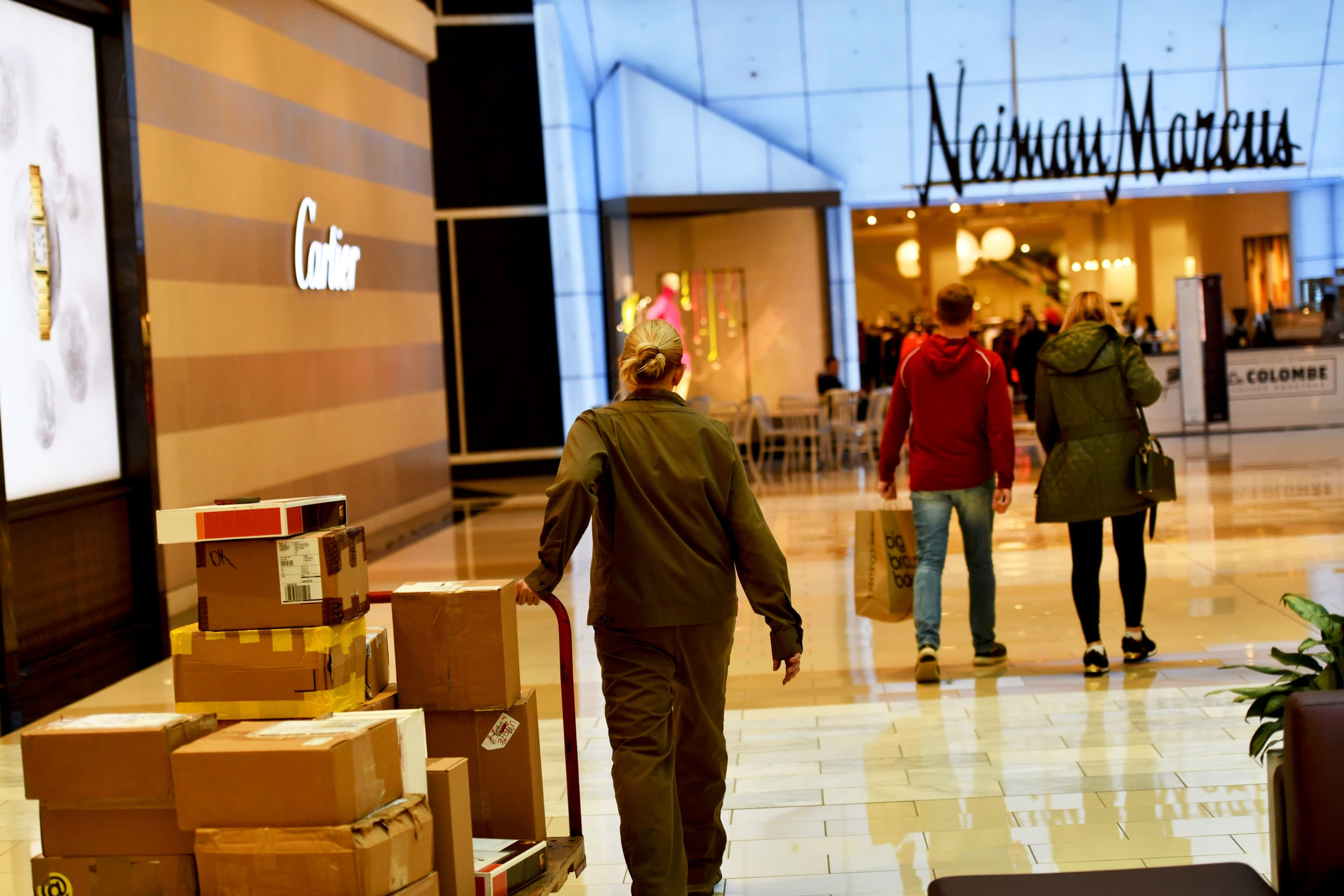 Investors to challenge Neiman Marcus bankruptcy loan, push for sale