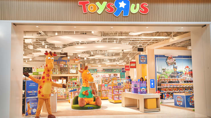 Toys R Us Closes Last Two Stores in the U.S.