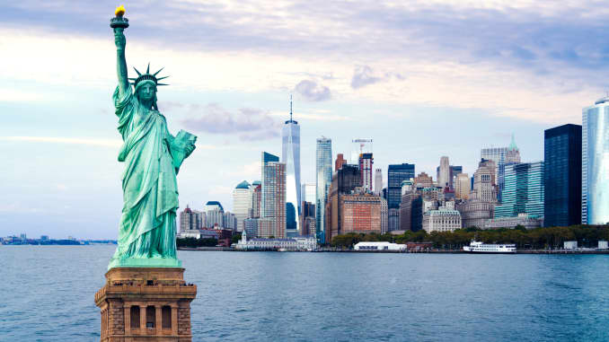 GP The statue of Liberty with World Trade Center background, Landmarks of New York City