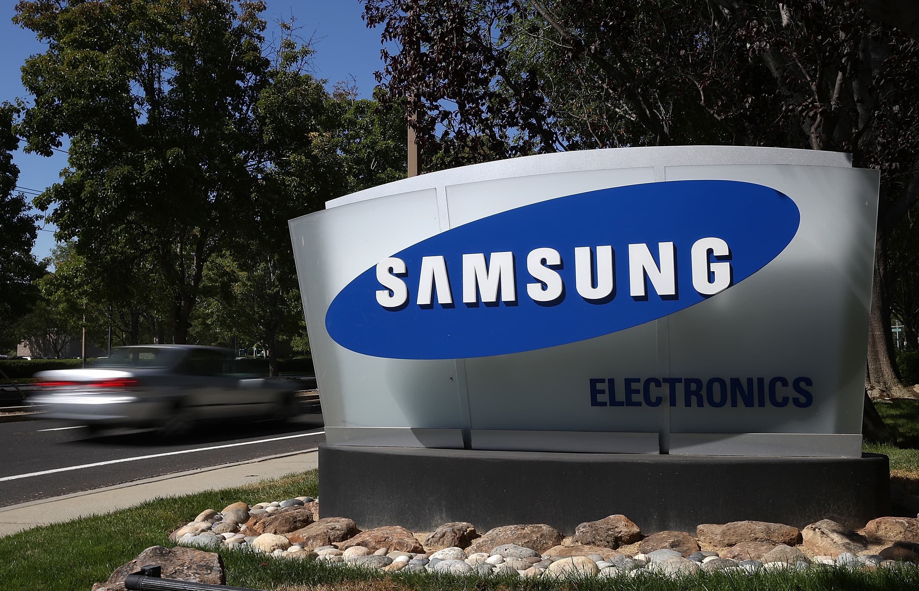 Samsung's high-end smartphones signal the innovation it has in store for the rest of its products analyst says – CNBC