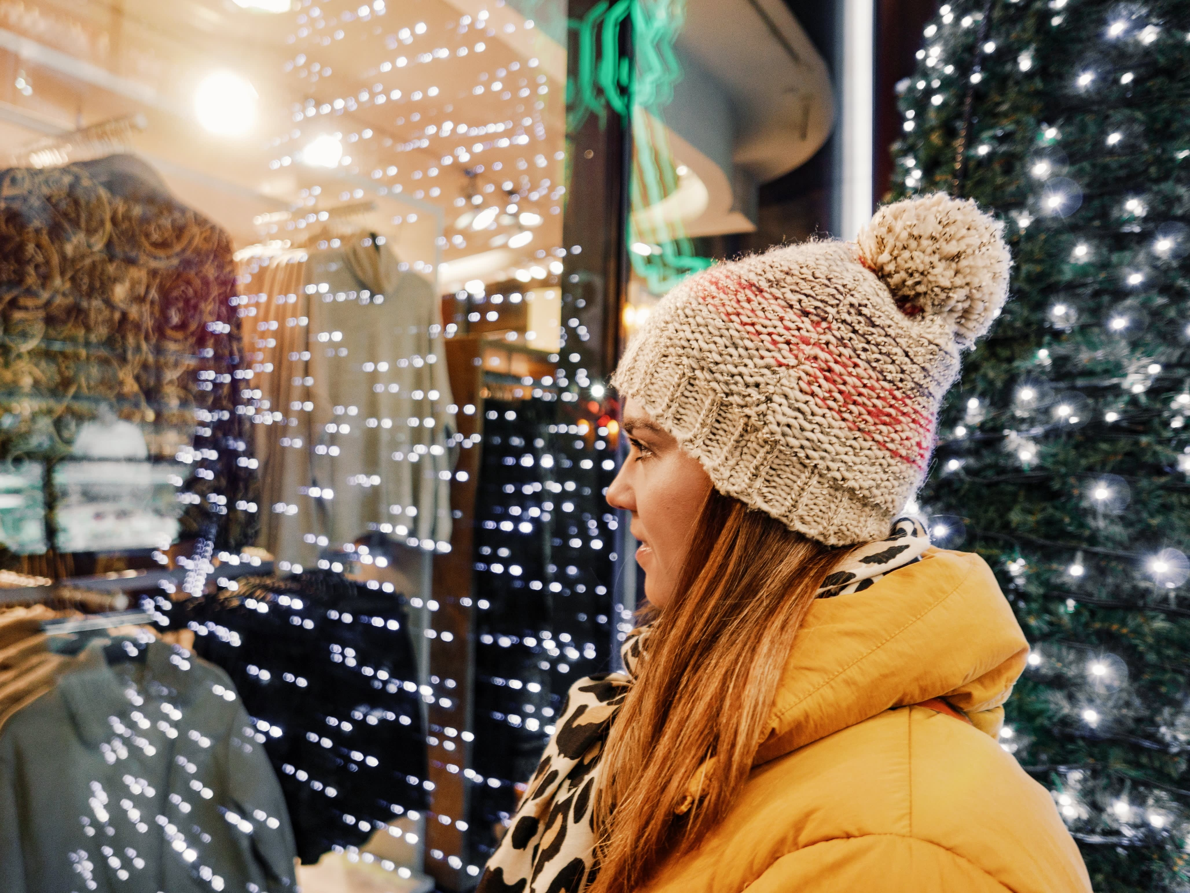 3 tricks to help you avoid overspending this holiday season