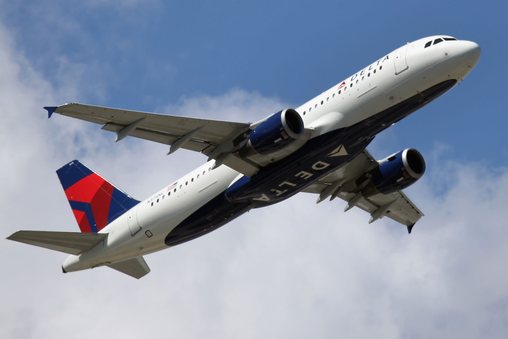 Delta forecasts revenue growth in 2020, sending shares higher